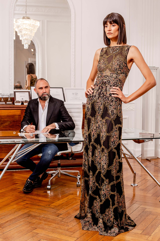 El vestido terminado listo para ser colgado en su atelier de la Recoleta. El resultado inigualable
