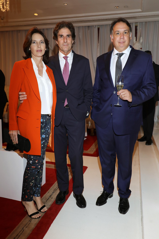 El abogado Marcelo Rufino y su mujer junto a Federico Ortega, brand manager de Ferragamo Argentina