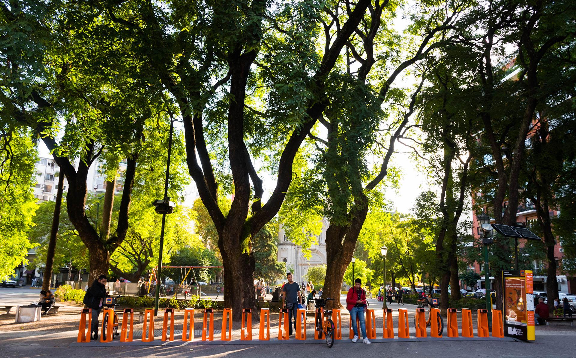 Con su forma de triángulo, la plaza Güemes está en una de las zonas mejor cotizadas de la ciudad