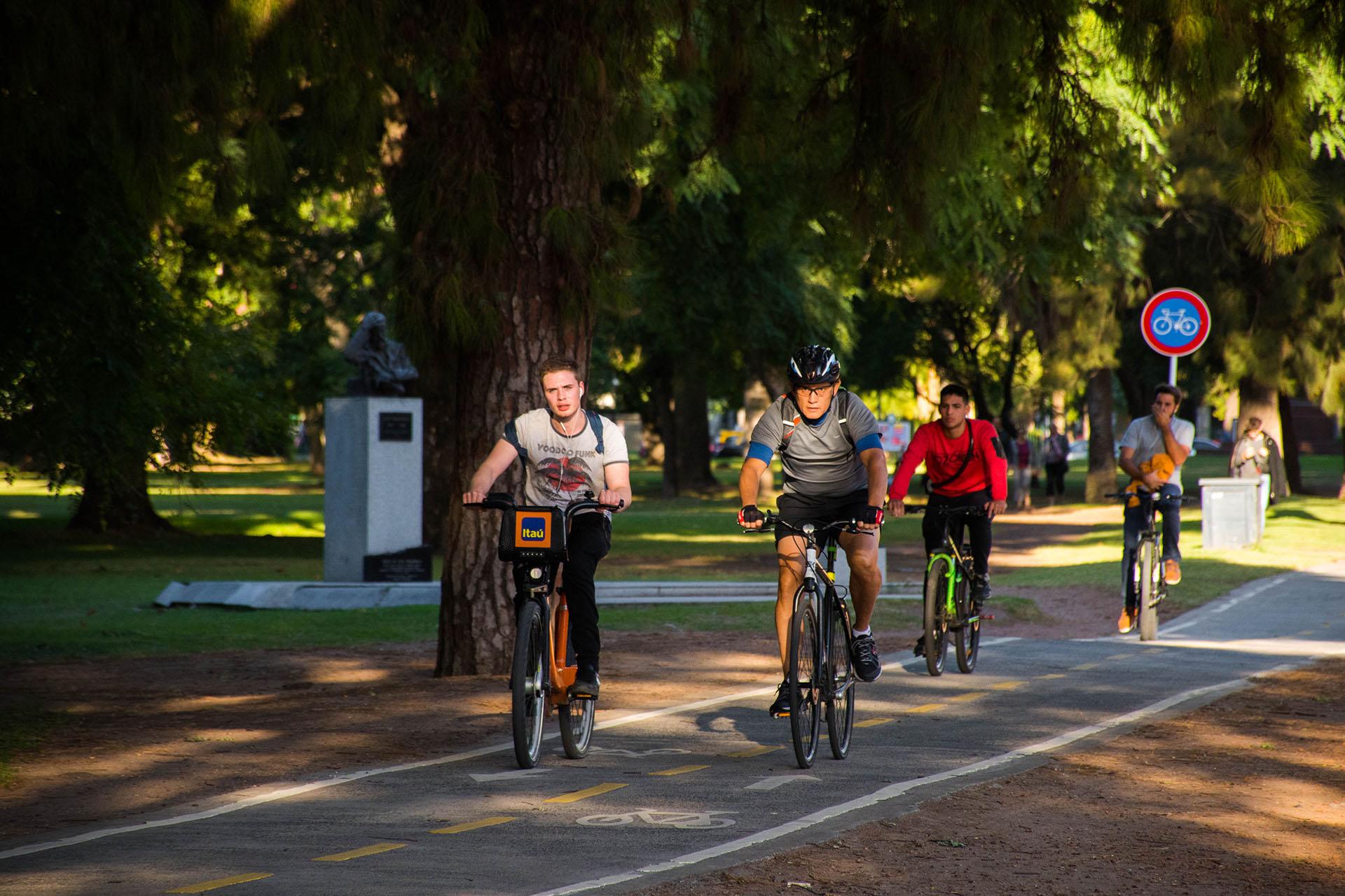 Las bicicletas también son un clásico de Palermo