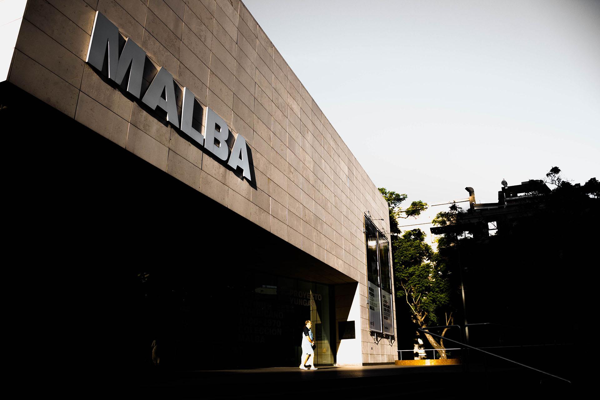 La imponente fachada del Malba, en Palermo Chico