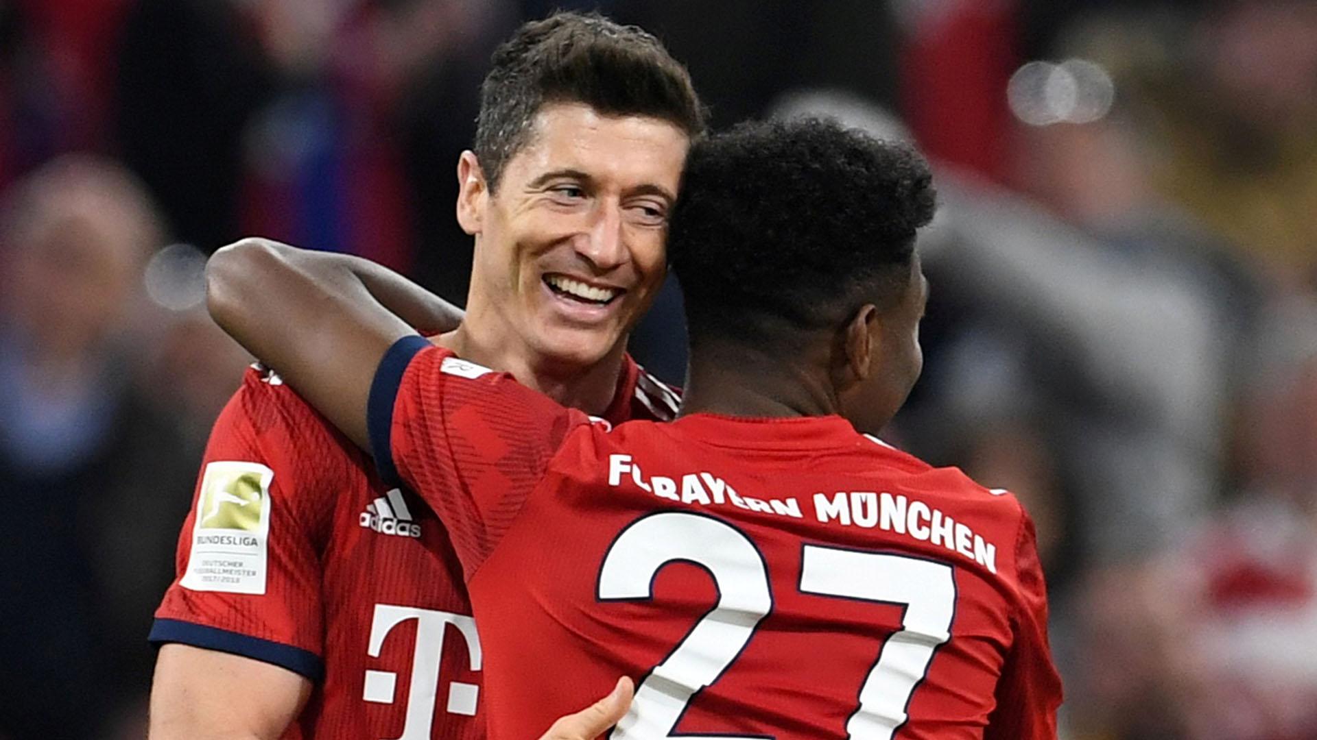 Robert Lewandowski marcó dos goles ante el Borussia Dortmund y alcanzó los 200 goles en la Bundesliga (REUTERS)