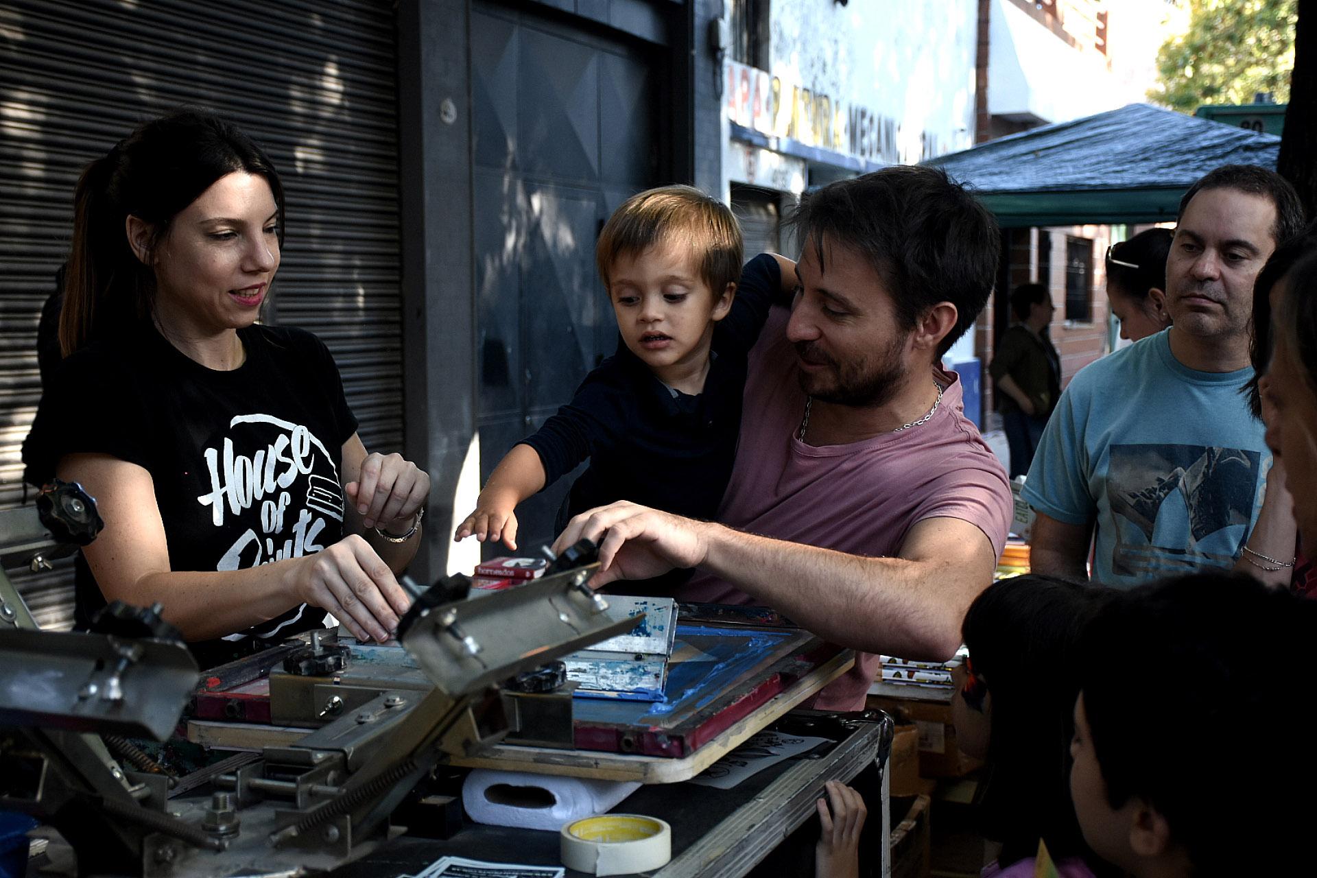 Los pequeños de la familia tuvieron interacción en todo momento. Miles de niños participaron en todas las actividades que la feria ofreció a lo largo de la calle Concepción Arenal en el barrio porteño de Chacarita