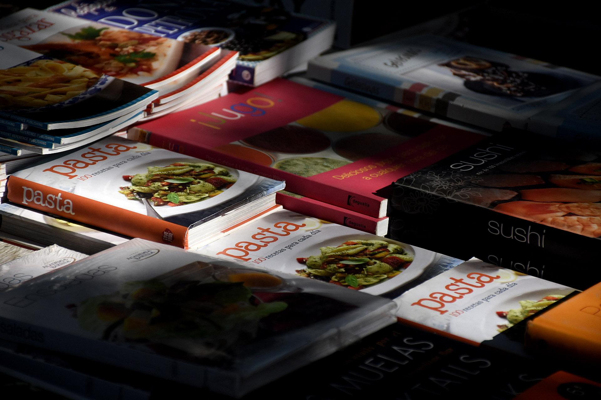 Otra edición más, los mejores libros de cocina estuvieron con sus respectivas editoriales en la feria Leer y Comer. Cocineros y escritores los firmaron y dieron charlas en el auditorio presentando su libro.