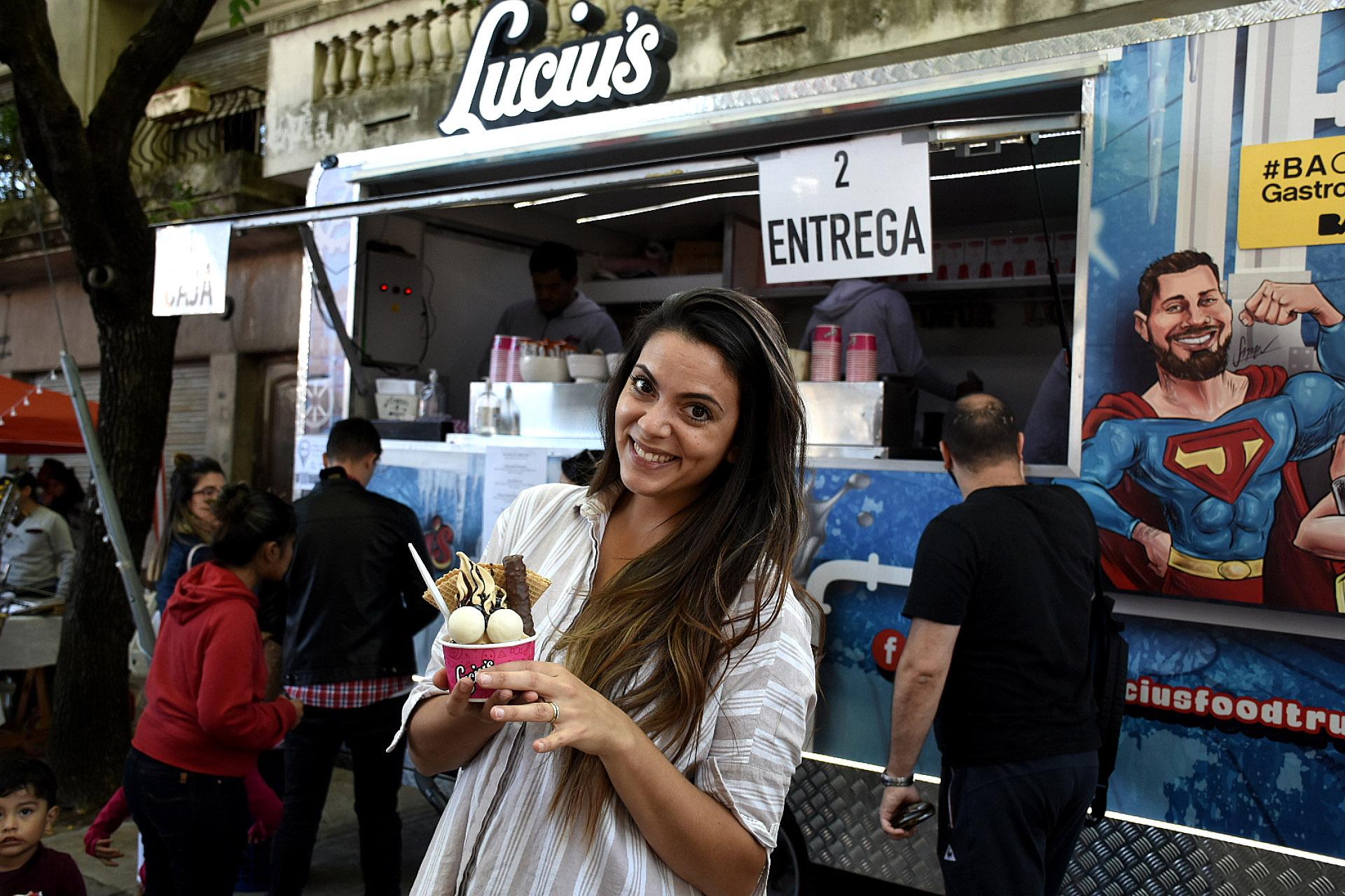 La instagrammer Belu Lucius por primera vez participó junto a su food truck Luciu's de yogur helado con sabores nuevos (8 opciones) con galletitas, chocolate, dulce de leche, y también una propuesta fit más saludable con barritas de cereal. Una opción ideal para la merienda o el postre