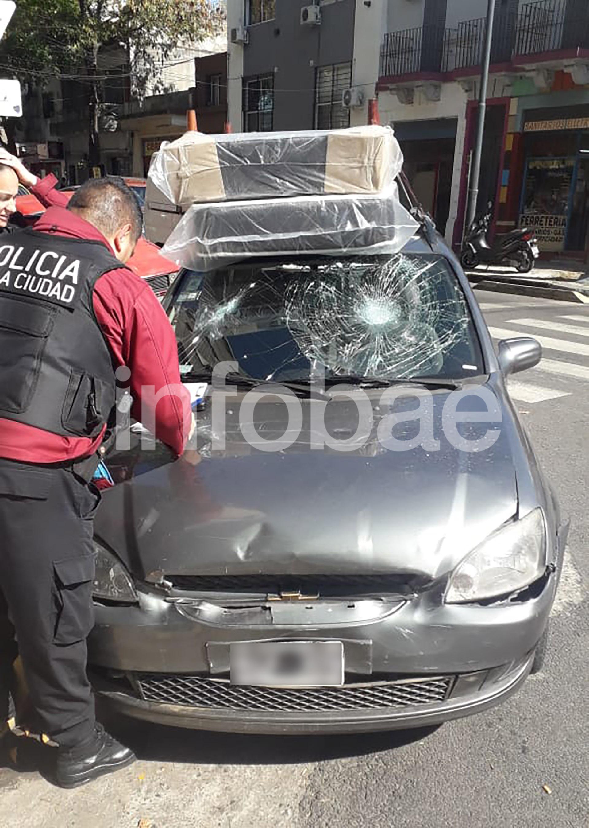 Destrucción: así quedó el Chevrolet Corsa del hombre al que atacó Rimolo.