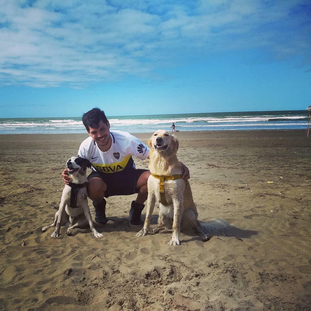 Adrián con sus dos perros, Ragnar y Cristiano