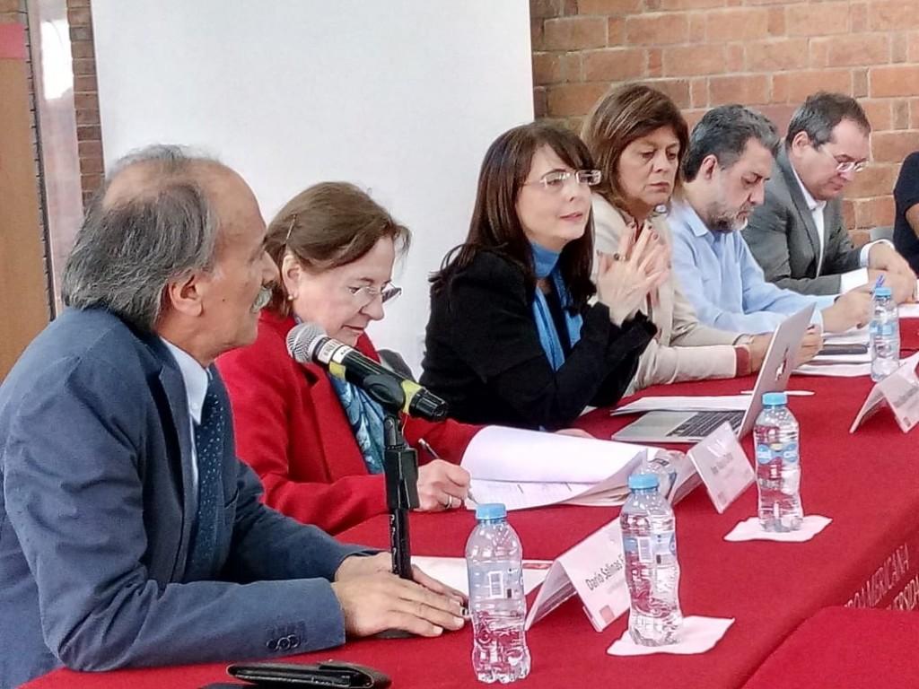 Álvarez-Buylla (centro) también anunció un apoyo a madres solteras para su realización profesional (Foto: Twitter @Conacyt_MX)