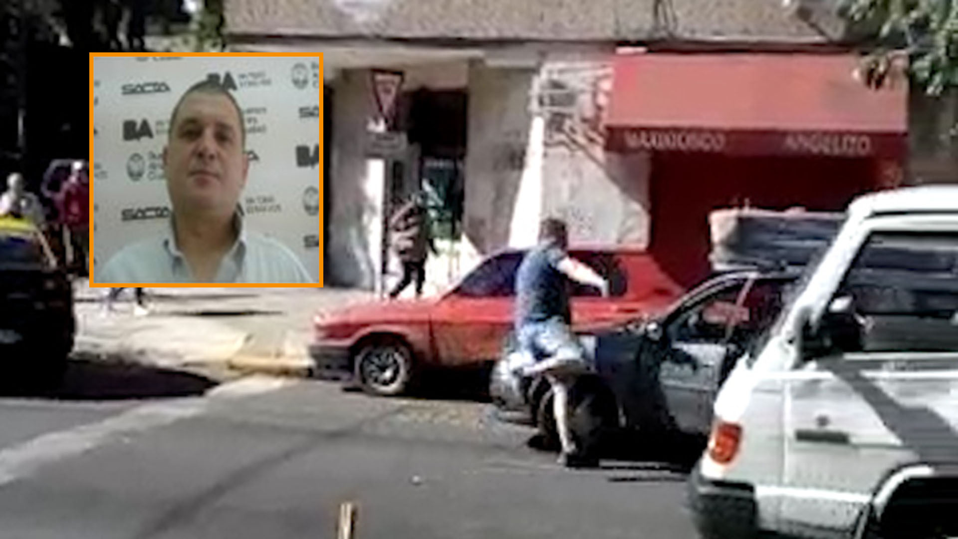 La feroz pelea entre el taxista y el automovilista fue filmada por un comerciante y se viralizó por las redes sociales