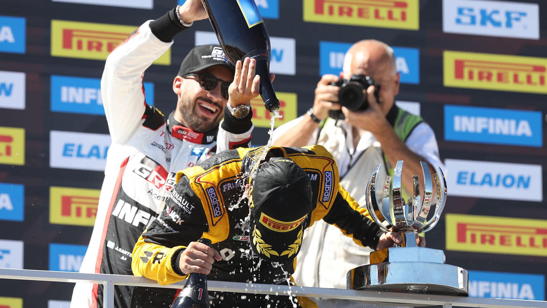 El festejo de los pilotos más rápidos del domingo