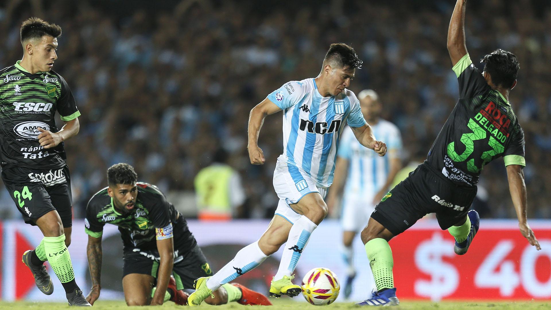 """Jonatan Cristaldo fue el autor del gol de la """"Academia"""" en el empate ante Defensa y Justicia en Avellaneda"""