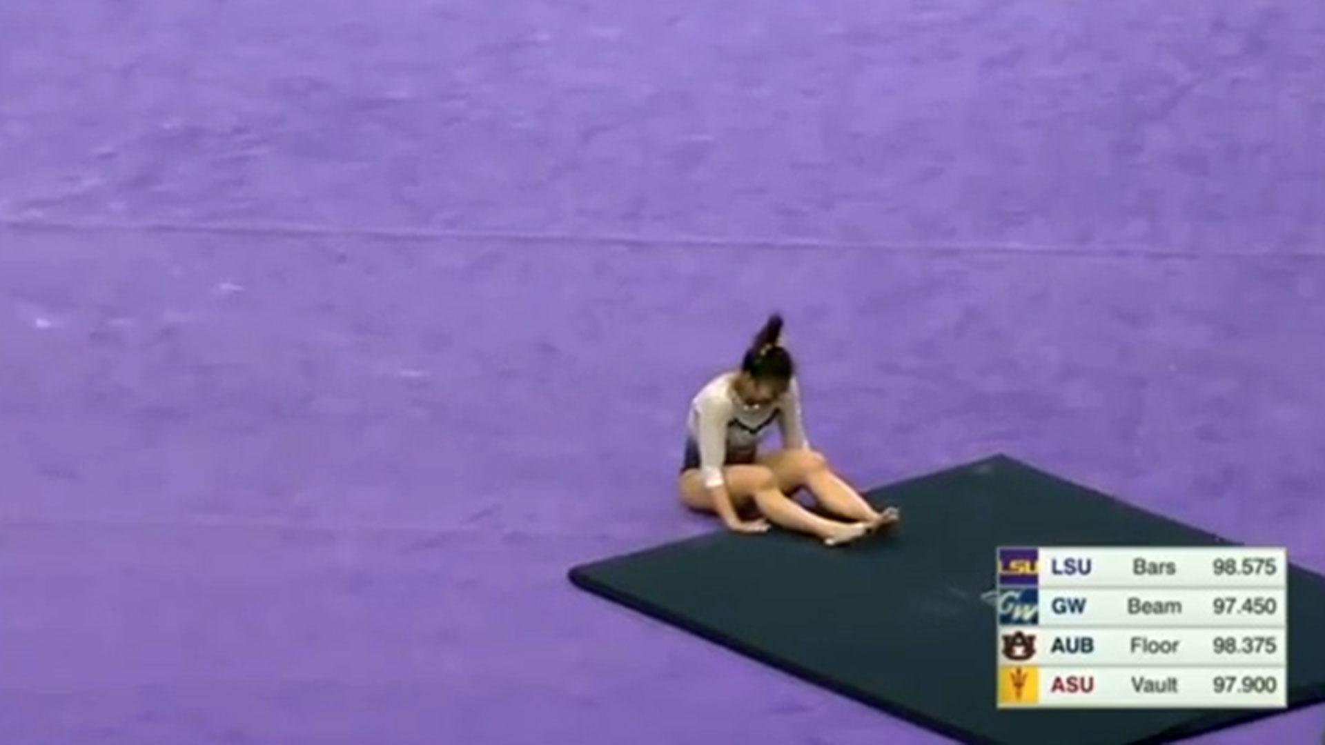 Cerio quedó tendida sobre el suelo tras el salto que derivó en su retiro del deporte (Foto: YouTube)