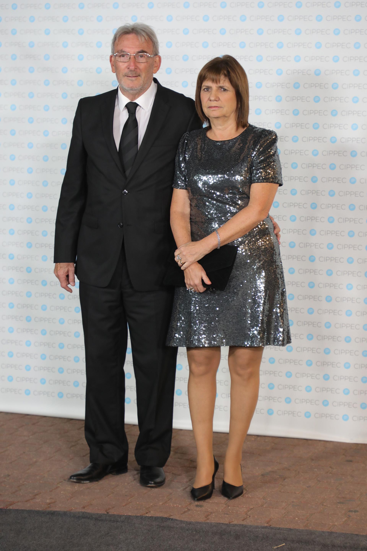 La ministra de Seguridad, Patricia Bullrich, y su marido Guillermo Yanco, vicepresidente del Museo del Holocausto y miembro de la Comisión Directiva del Club Político