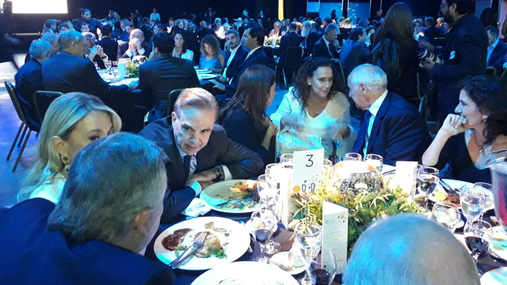 Miguel Angel Pichetto y Roberto Lavagna estuvieron en la misma mesa. La vicepresidenta Gabriela Michetti se acercó a conversar con el ex ministro de Economía
