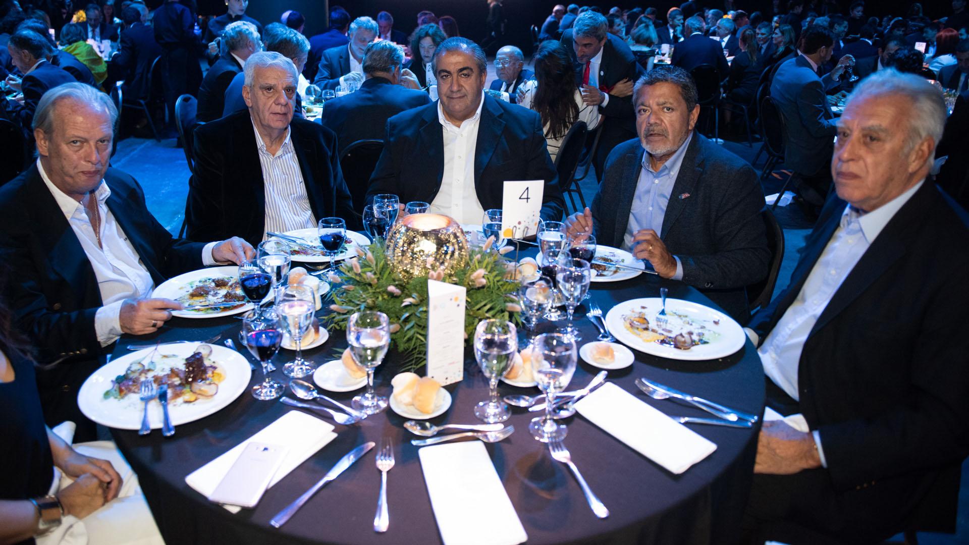 Andrés Rodríguez (UPCN), José Luis Lingeri (Obras Sanitarias), Héctor Daer (Sanidad), Gerardo Martínez (UOCRA) y Carlos Sueiro