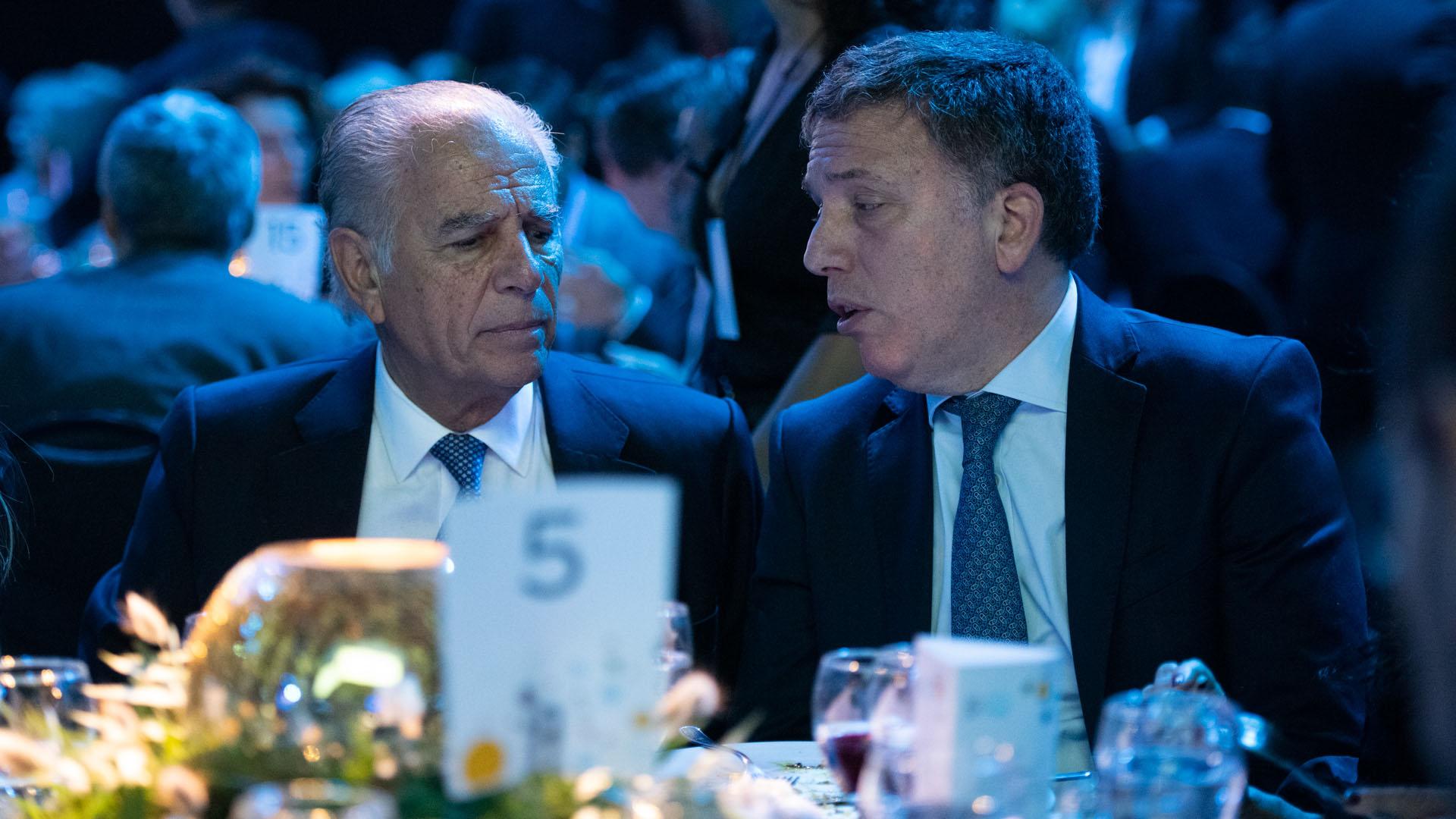 Alejando Bulgheroni, presidente presidente de Pan American Energy Group, y el ministro de Hacienda, Nicolás Dujovne