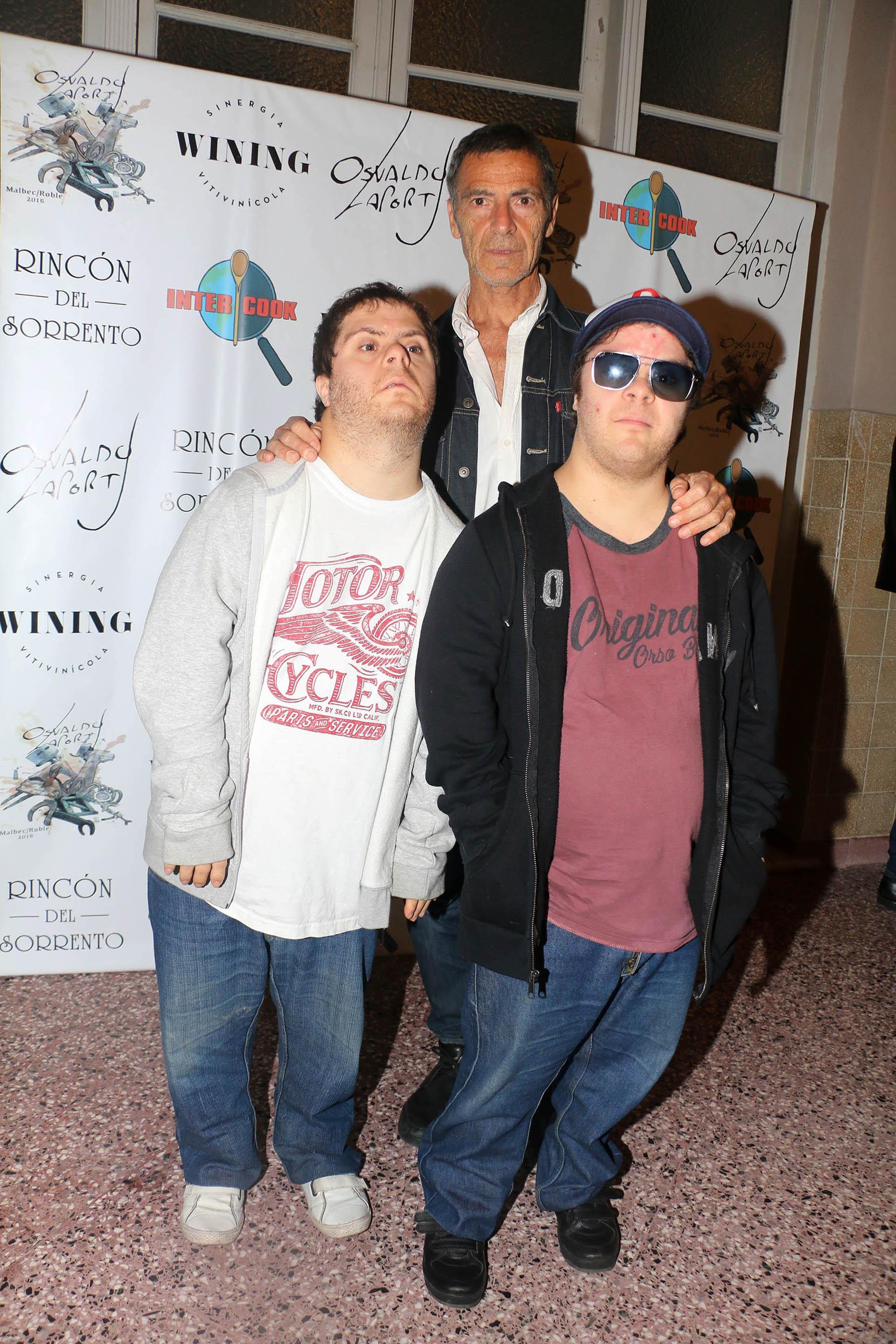 Gustavo Garzón y sus dos hijos, Juan y Mariano