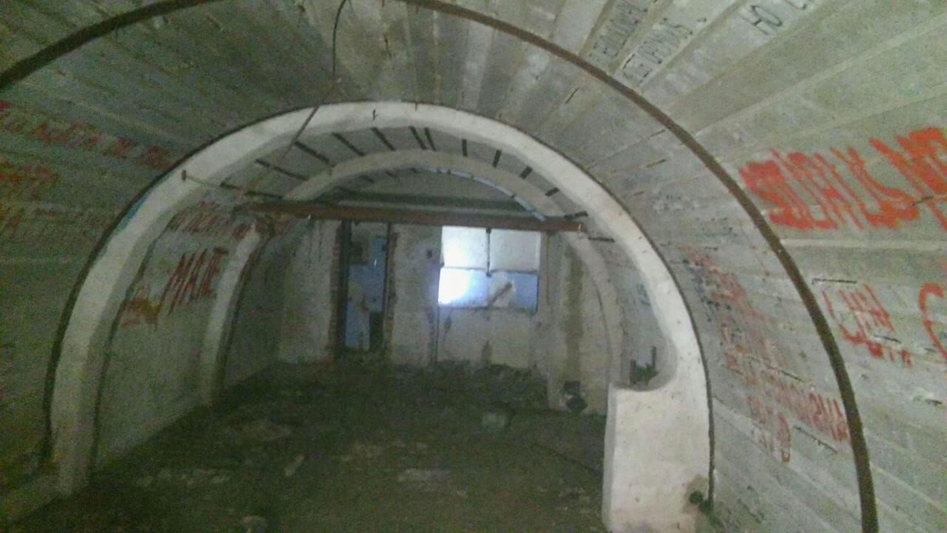 En la casa se habían construido dos subsuelos, a 4 y 10 metros de profundidad, a los que se accedía por un montacargas oculto y una escalera secreta