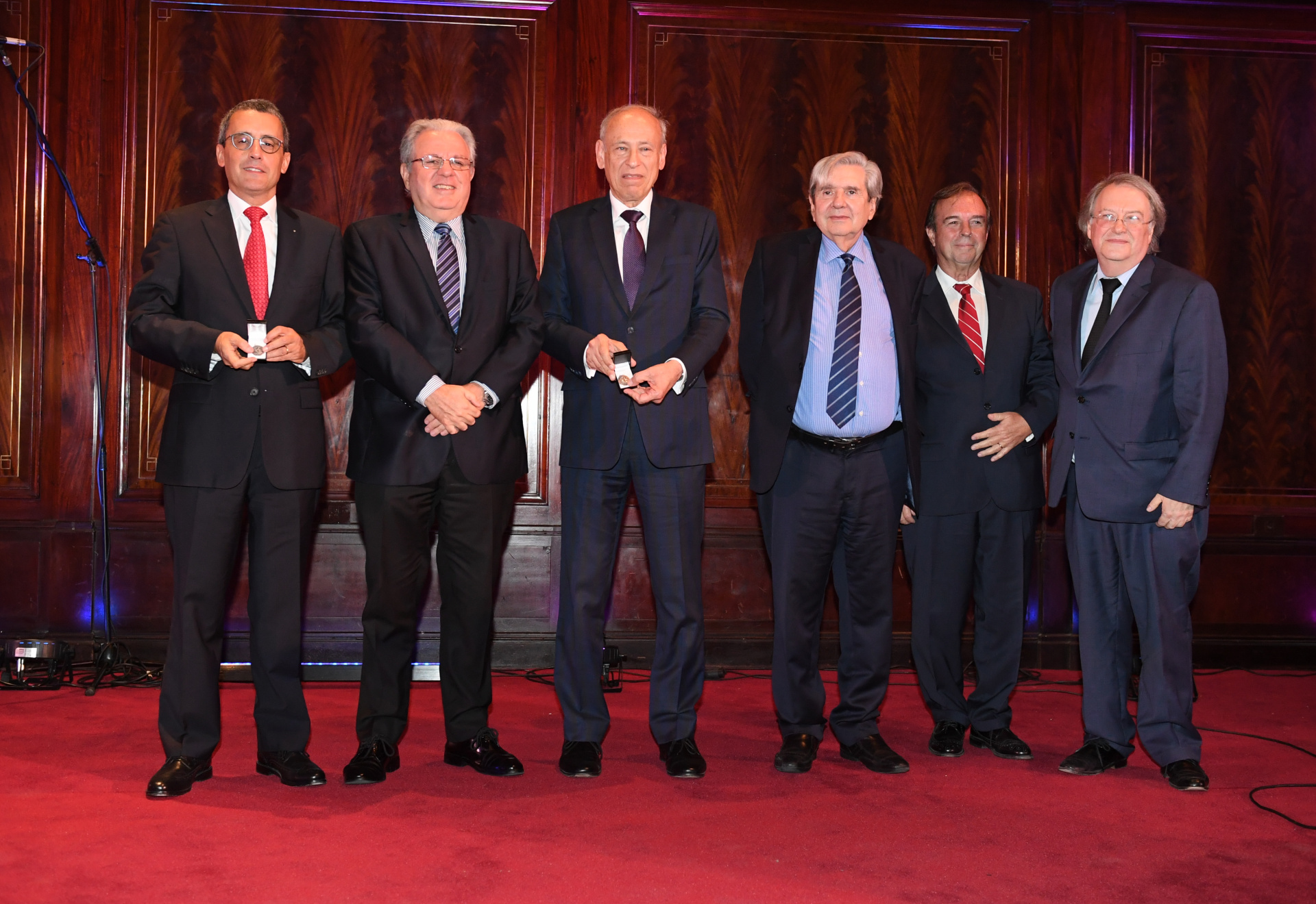 From left to right Federico Carenzo, who was in charge of the project; the rector Alberto Barbieri; Luis Ovsejevich, president of the Konex Foundation; dean of Faculty of Law, Alberto Bueres; Vice-Dean Mardelo Gerald, and chief executive of Marcelo Haissiner