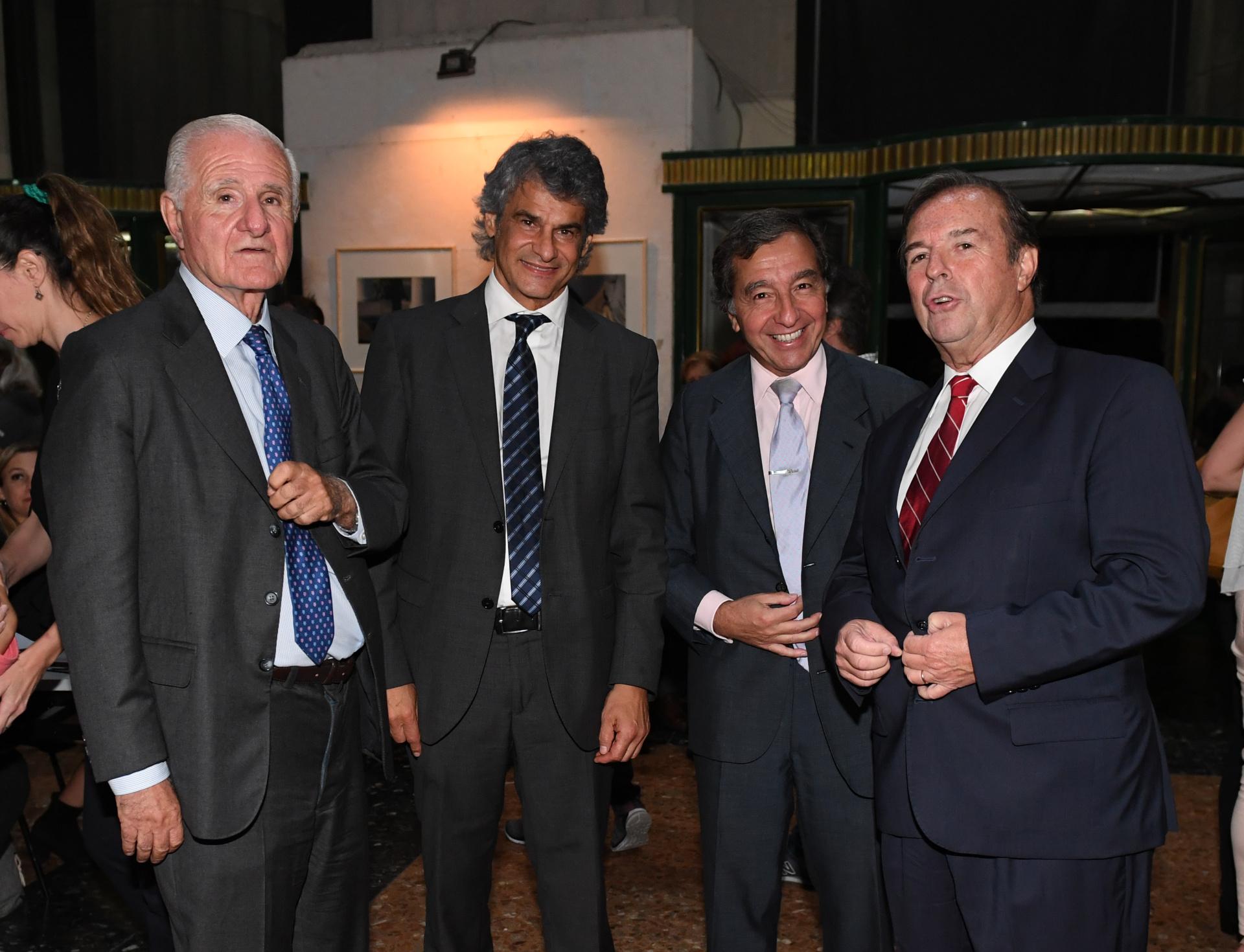 El académico Jose Tobias; el director de posgrado Leandro Vergara; el profesor Alejandro Borda y el vicedecano de la Facultad de Derecho