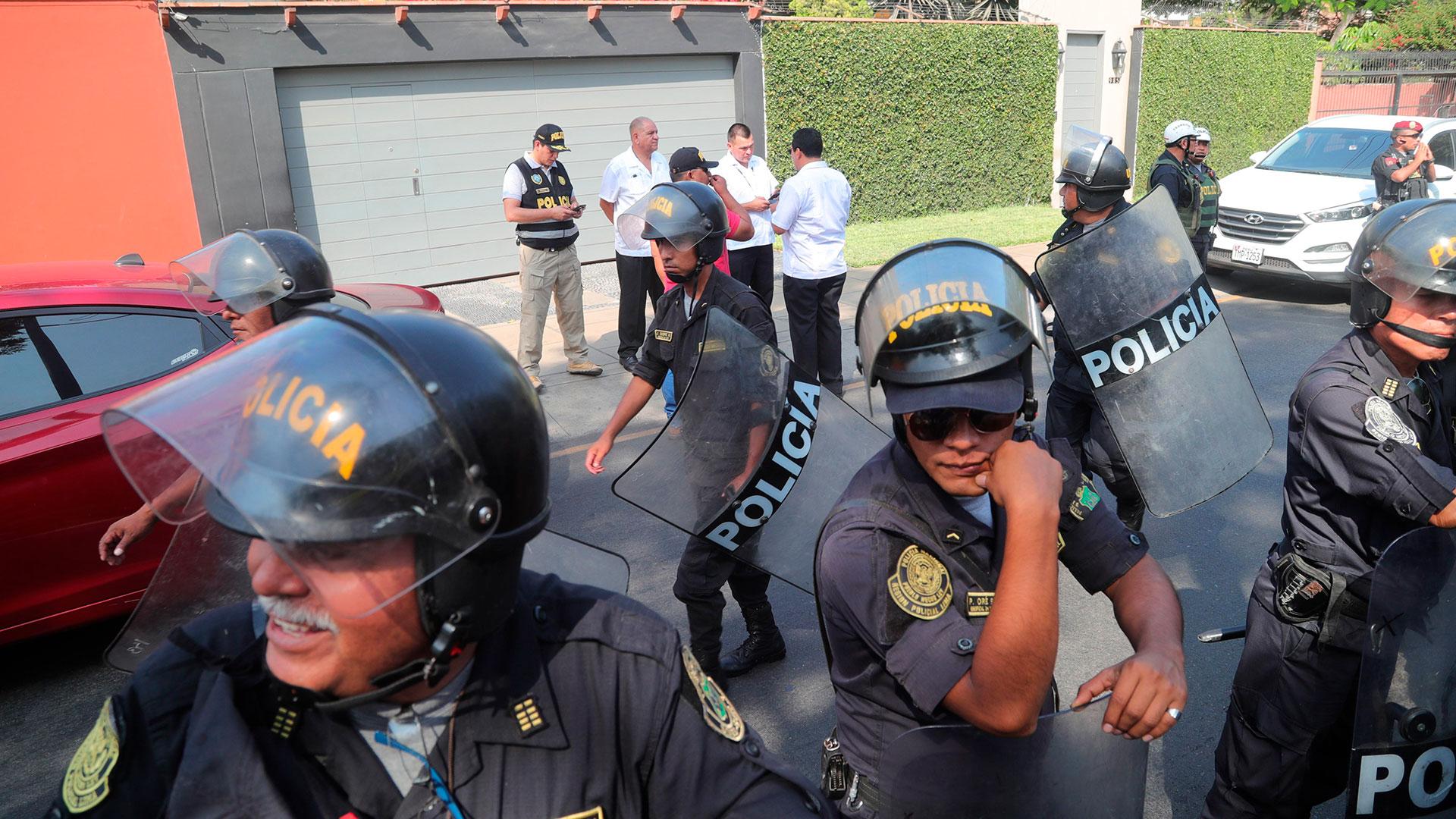 Pedro Pablo Kuczynzki siendo detenido (EFE)