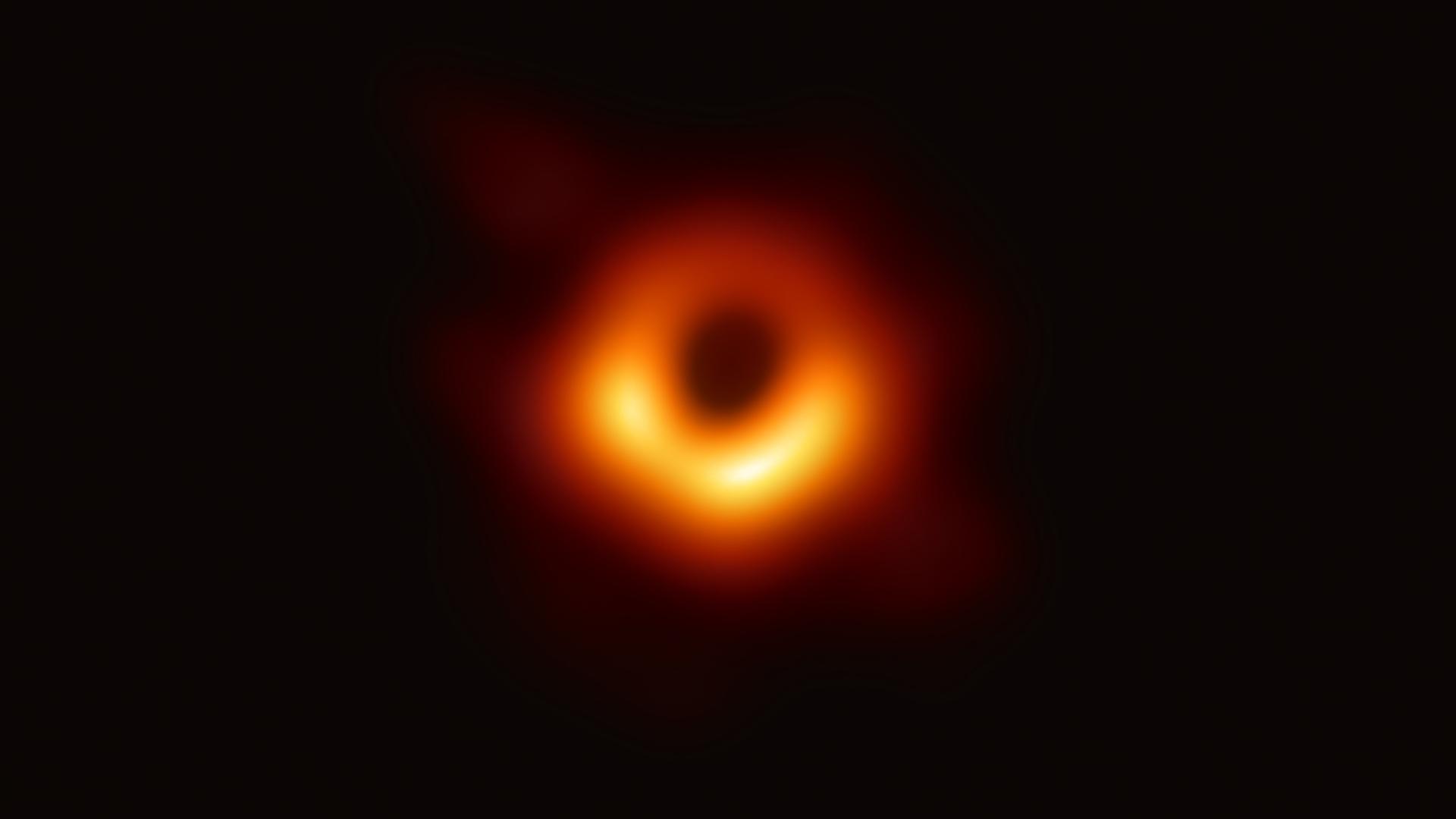 La primera imagen de un agujero negro, tomada en la galaxia Messier 87 (Colaboración del Telescopio de Horizonte de Eventos (EHT) vía la Fundación Nacional para la Ciencia de Estados Unidos)