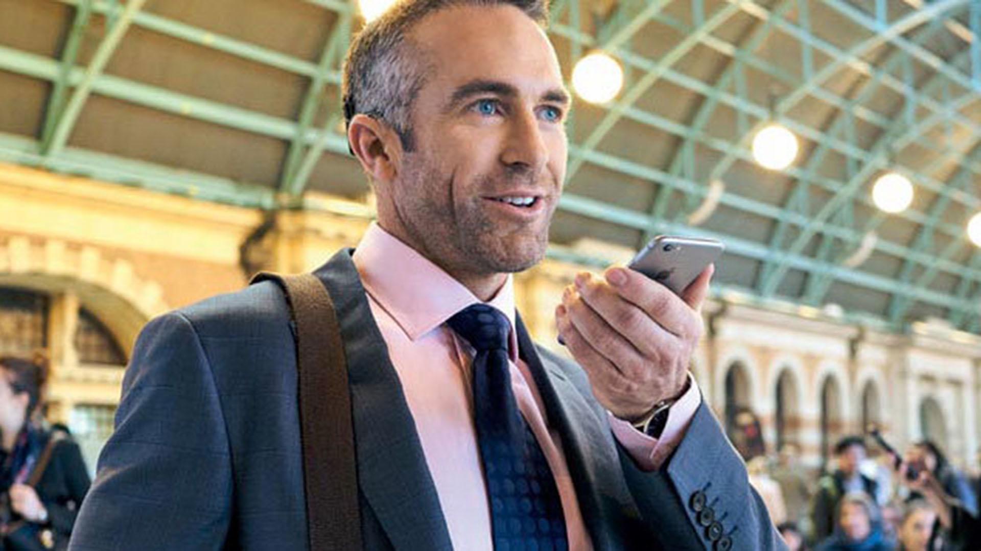 Algo tan sencillo como hablar por teléfono, requiere para las personas con hipoacusia de accesorios especiales