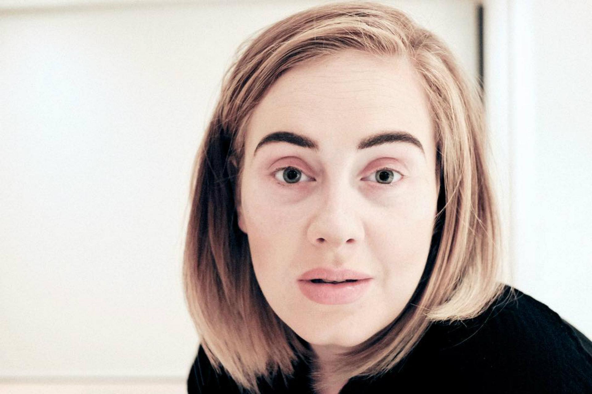 Adele después de quitarse los más de 30 productos que se emplean para su look (Instagram)