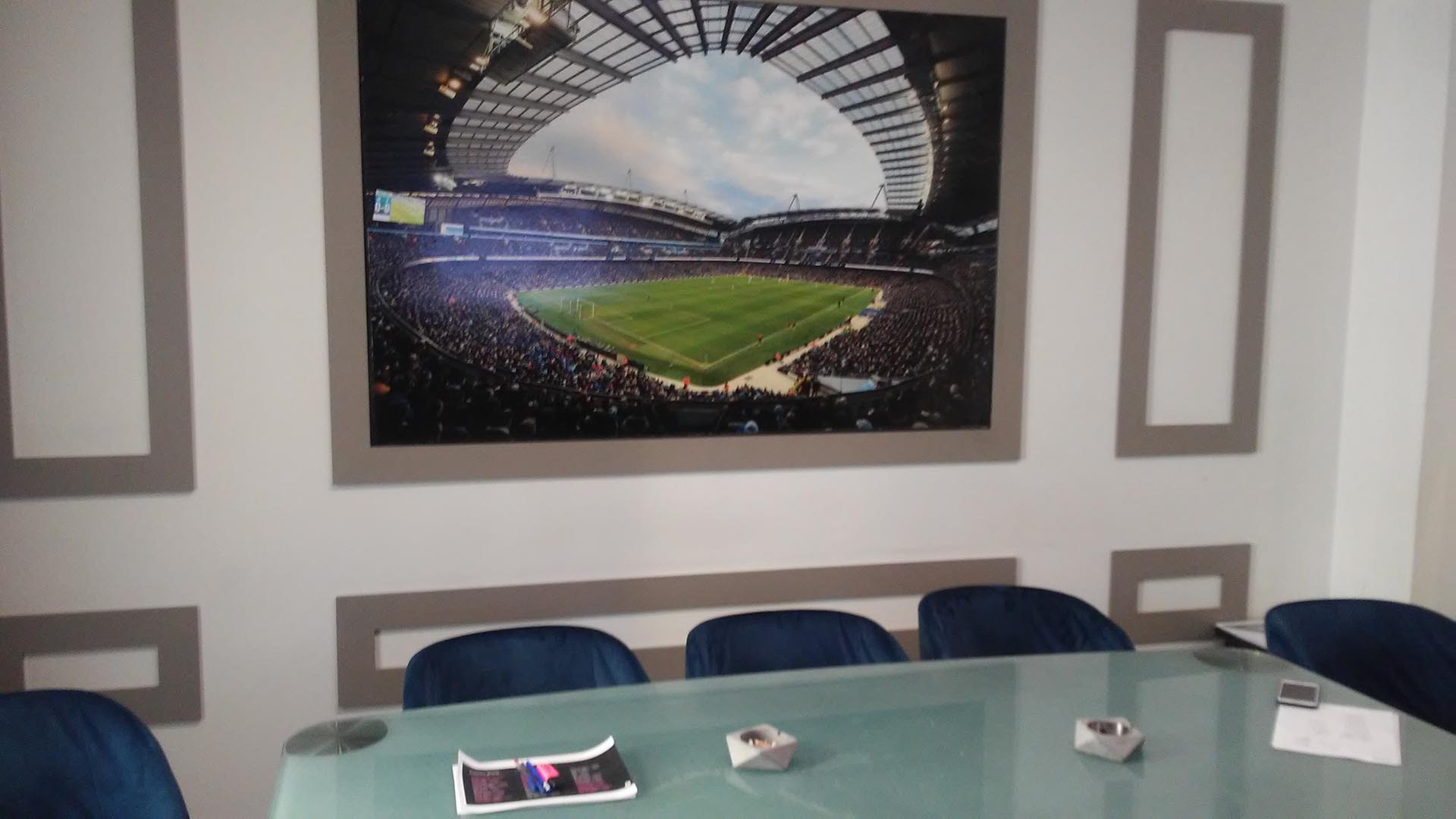 """Así es la oficina en la que se reúnen en Roma los """"scouters"""" para conversar sobre las nuevas promesas del fútbol mundial"""