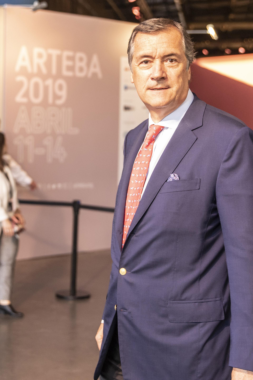 Enrique Cristofani (Presidente de Santander Río) ingresando a la muestra.