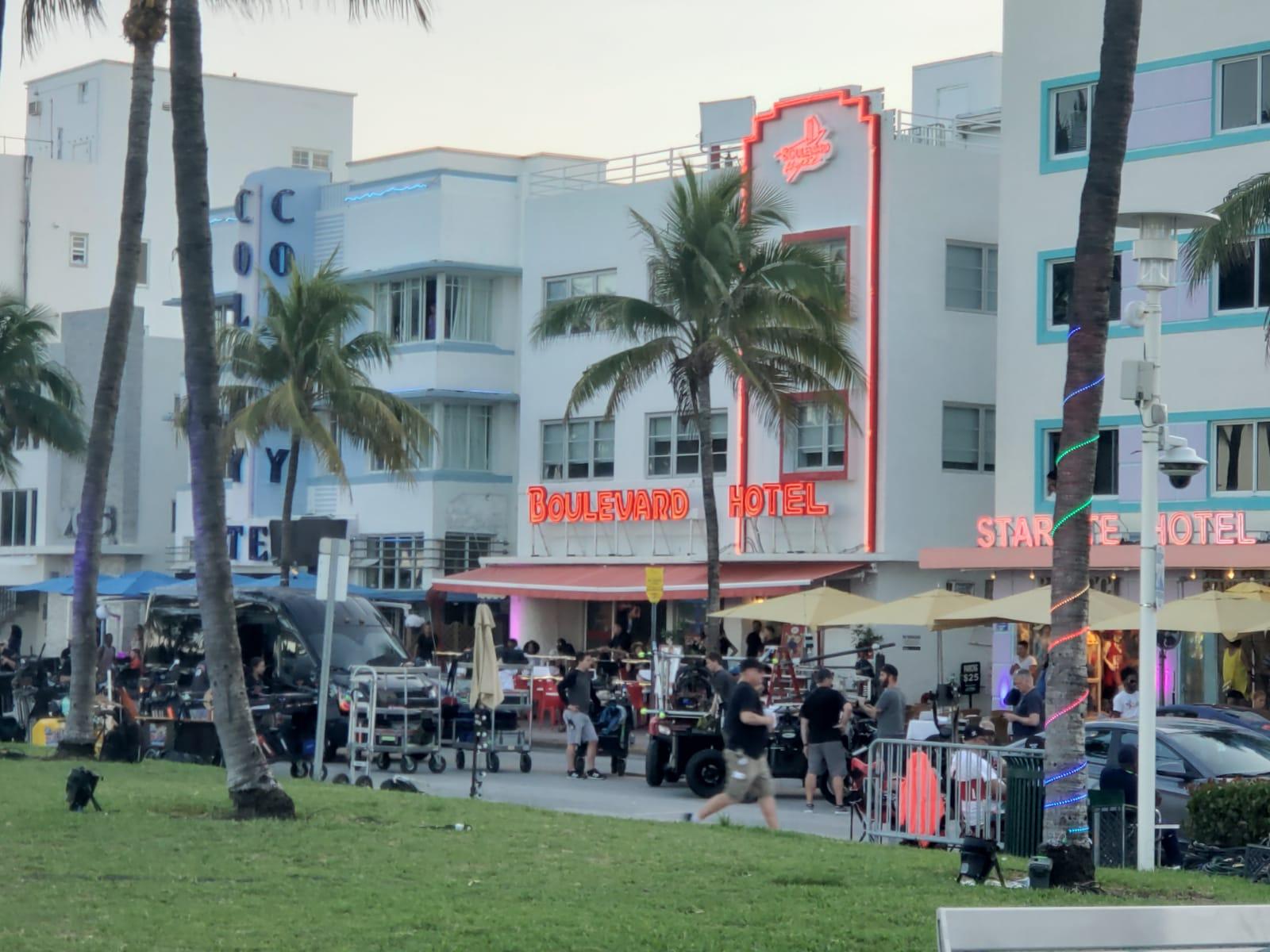 Los cortes de calles en la playa por el rodaje se dieron también a lo largo de la avenida Ocean Drive.