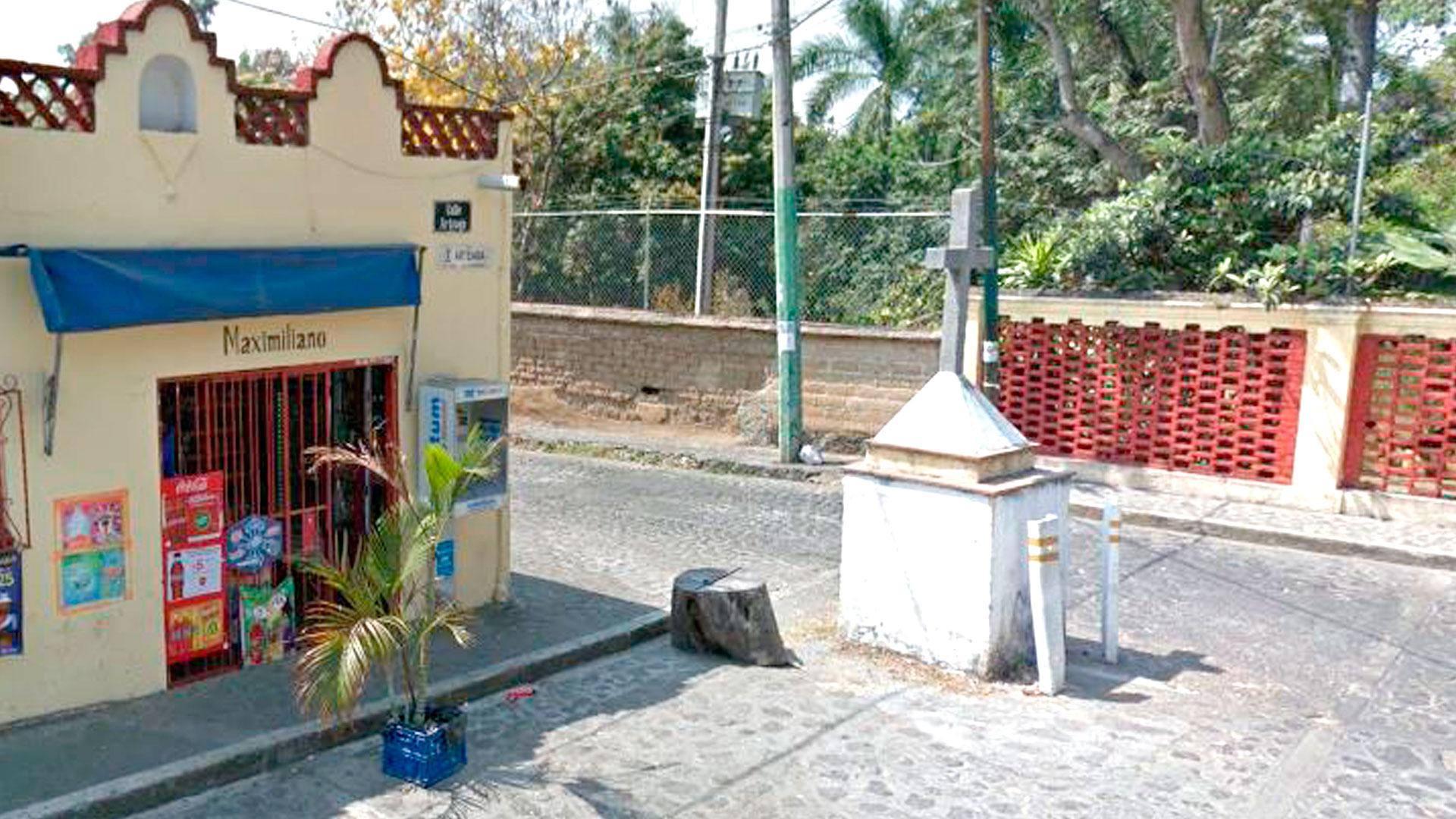 Frente al jardín donde Maximiliano conoció a su amante todavía existe una tienda nombrada en su honor (Foto: GoogleMaps)