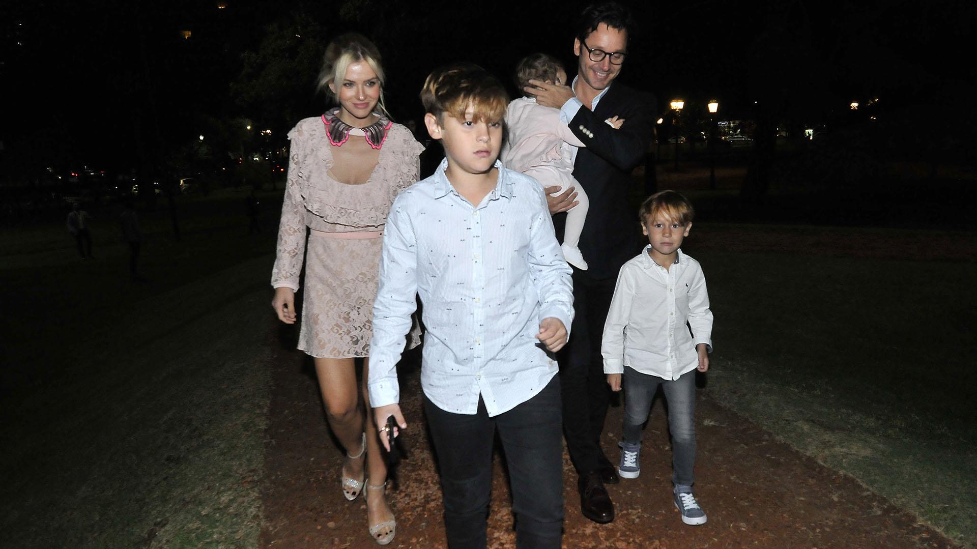 Tras recibir el premio, el actor se retiró feliz junto a su mujer y sus hijos (Fotos: Verónica Guerman/Teleshow)