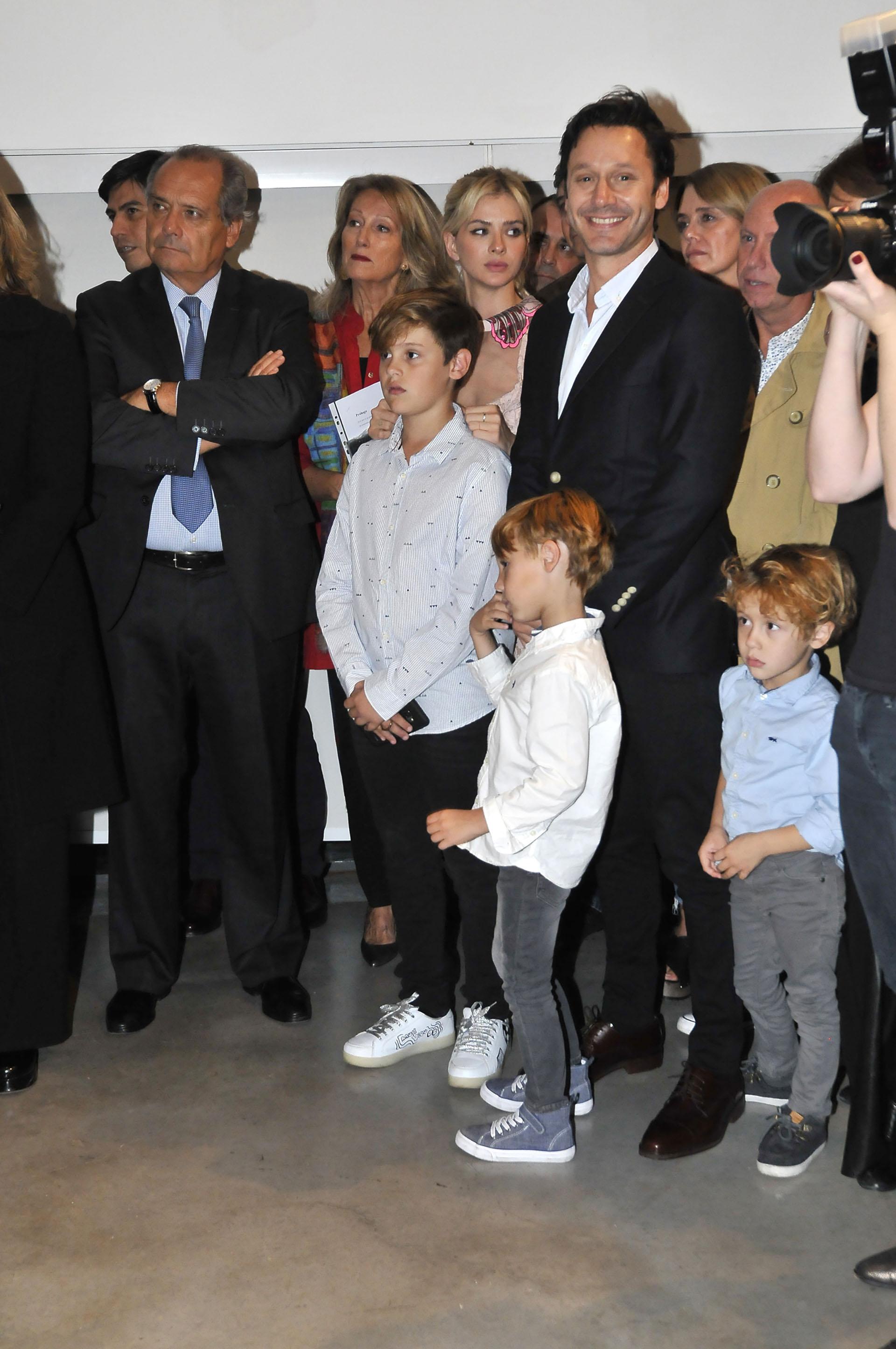 Benjamín Vicuña estuvo acompañado por sus hijos Bautista, Beltrán, Benicio y la pequeña Magnolia en brazos de La China Suárez
