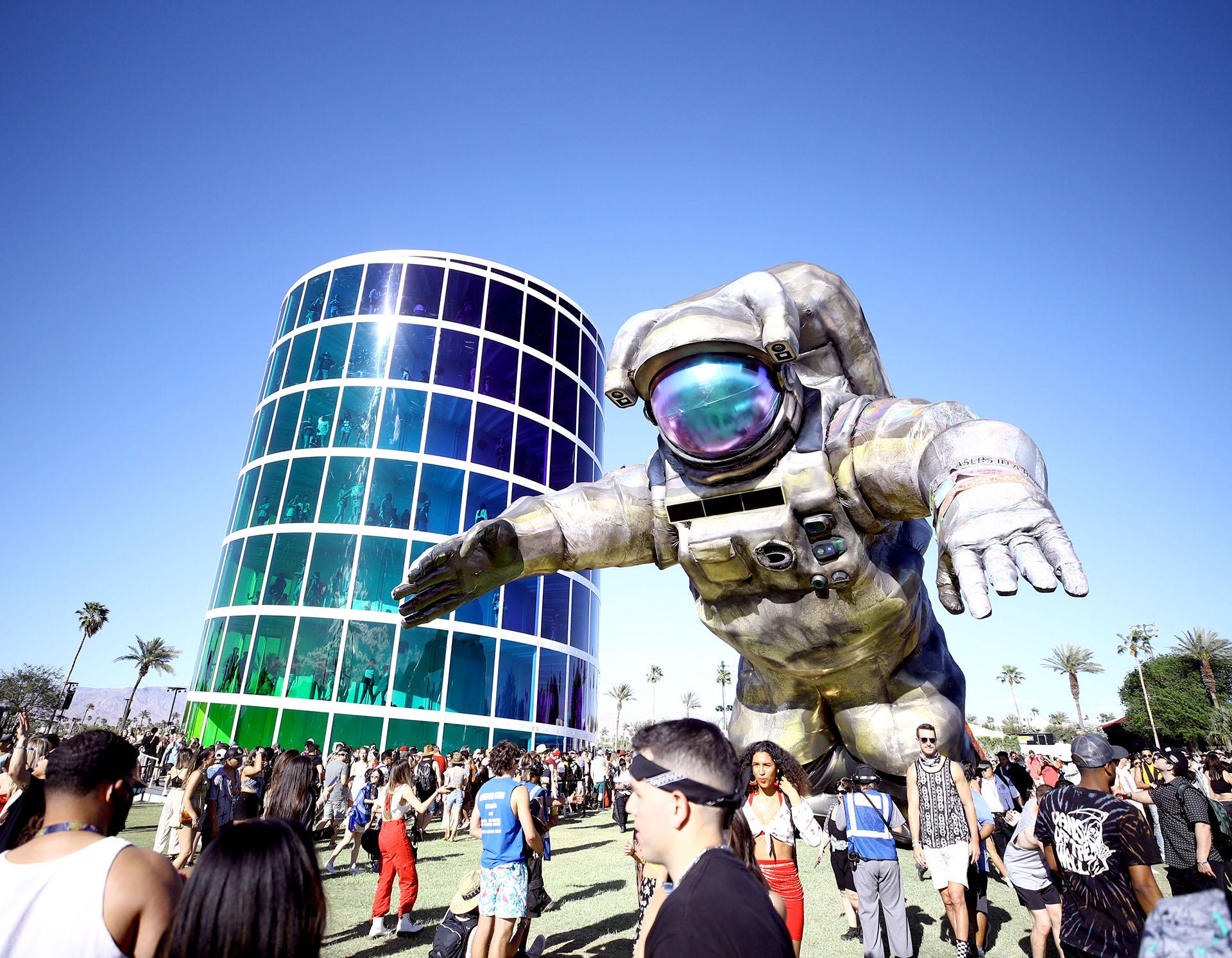 En el interior del predio hay una estructura gigante de un astronauta