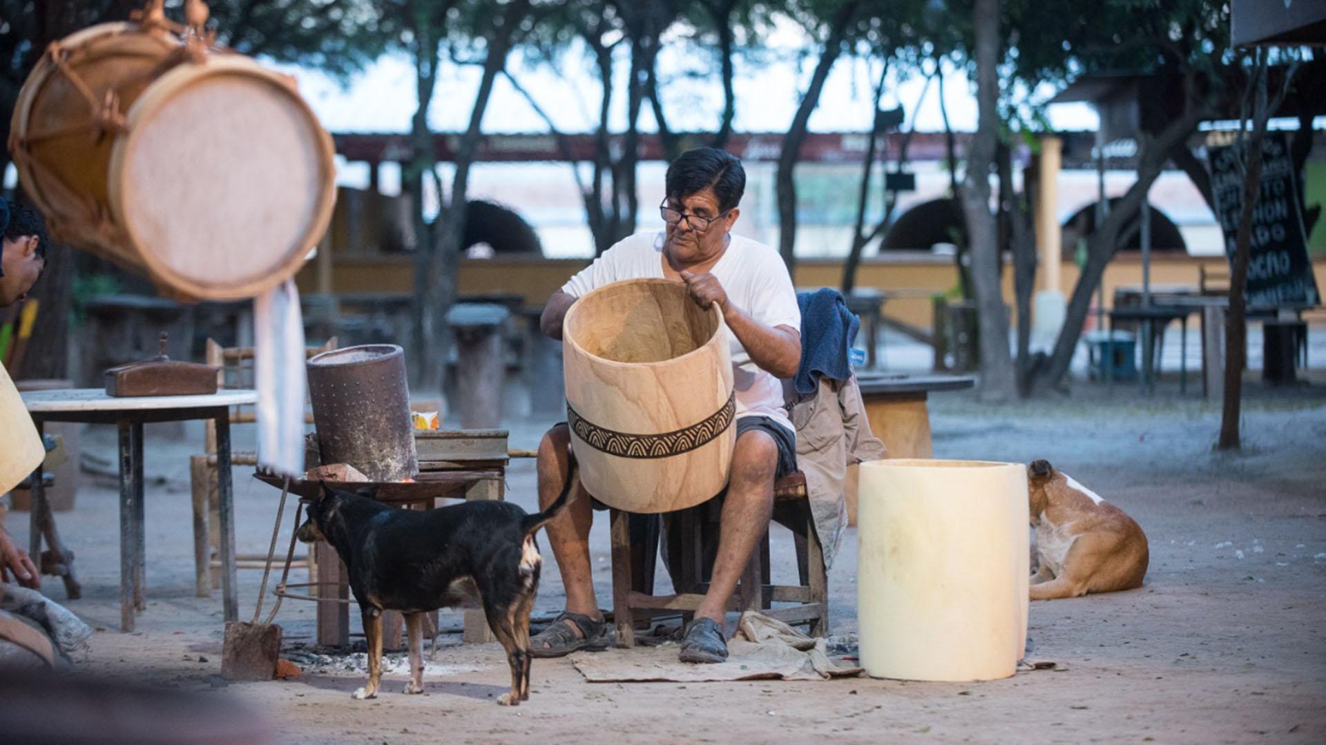 Pirograbado en los bombos del Indio Froilán (Crédito: Exequiel Paoletti)
