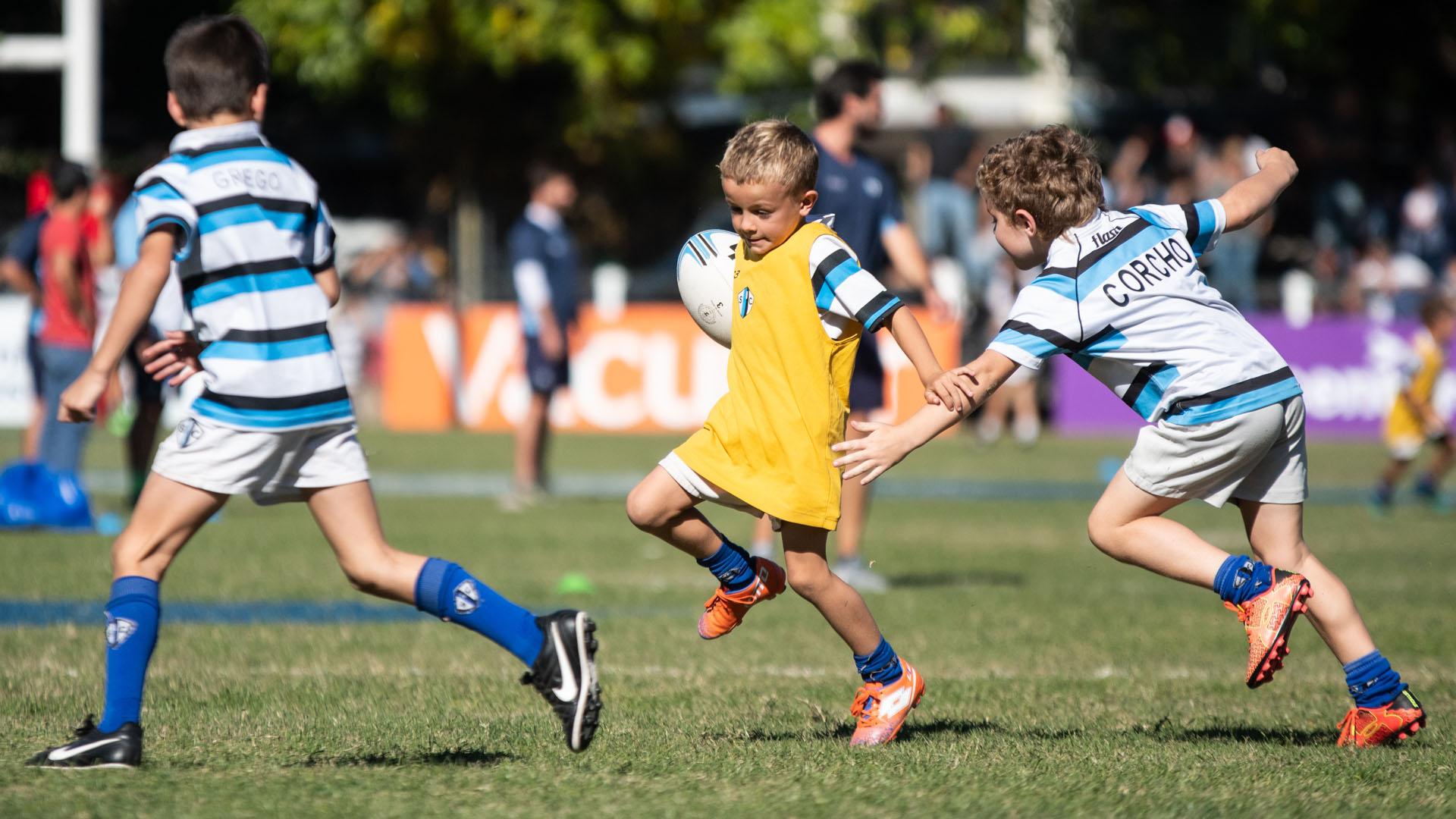 La fiesta del rugby también tuvo lugar para los jugadores que recién empiezan. (Manuel Cortina)