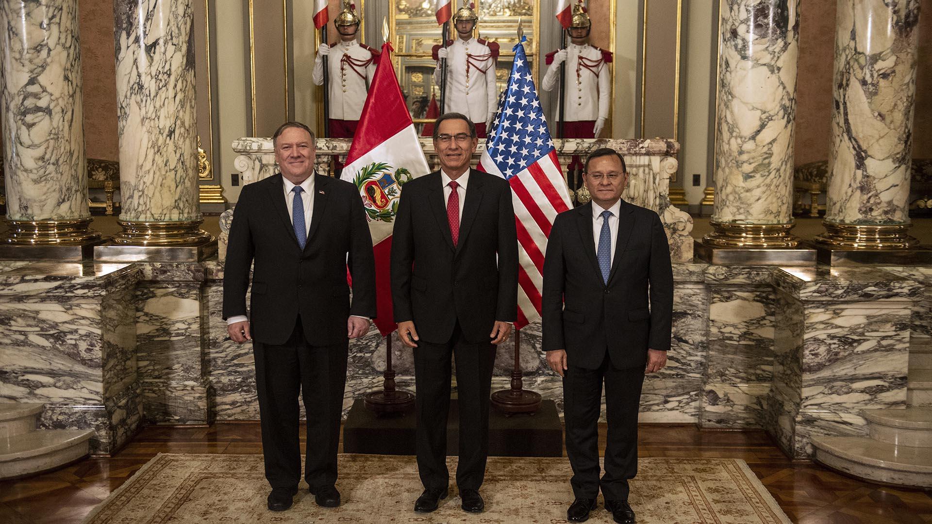 Pompeo llegará a Colombia proveniente de Perú, donde mantuvo reuniones con el presidente Martín Vizcarra y el canciller Nestor Popolistio (AFP)