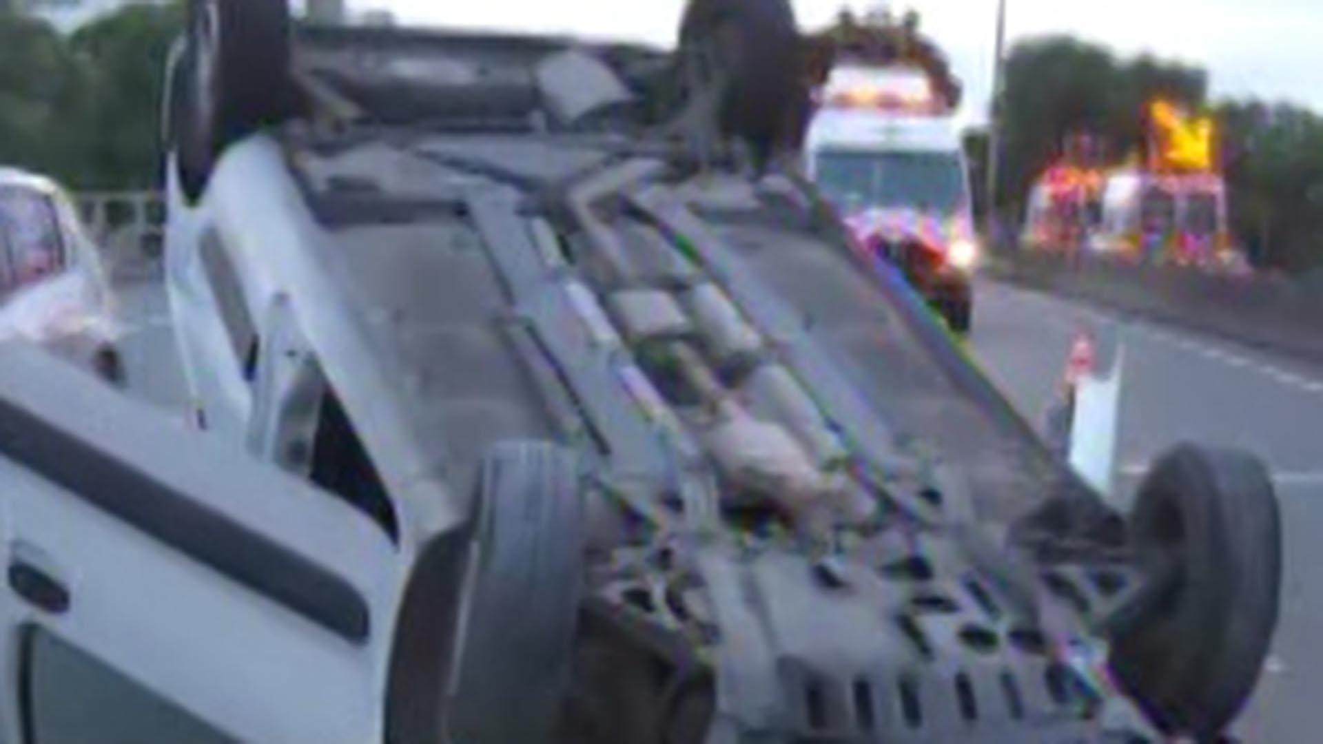 La camioneta quedó volcada en el medio de la General Paz, en Villa Lugano