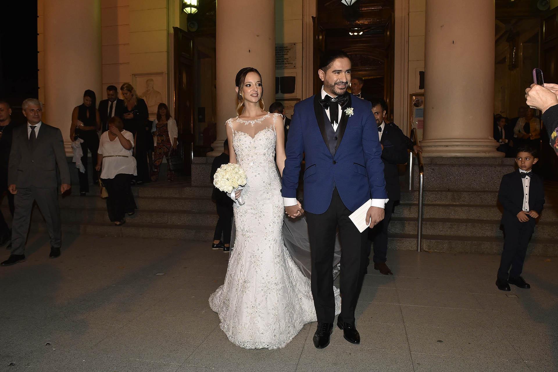 Ariel Puchetta y Camila Minoldo, a la salida de la iglesia