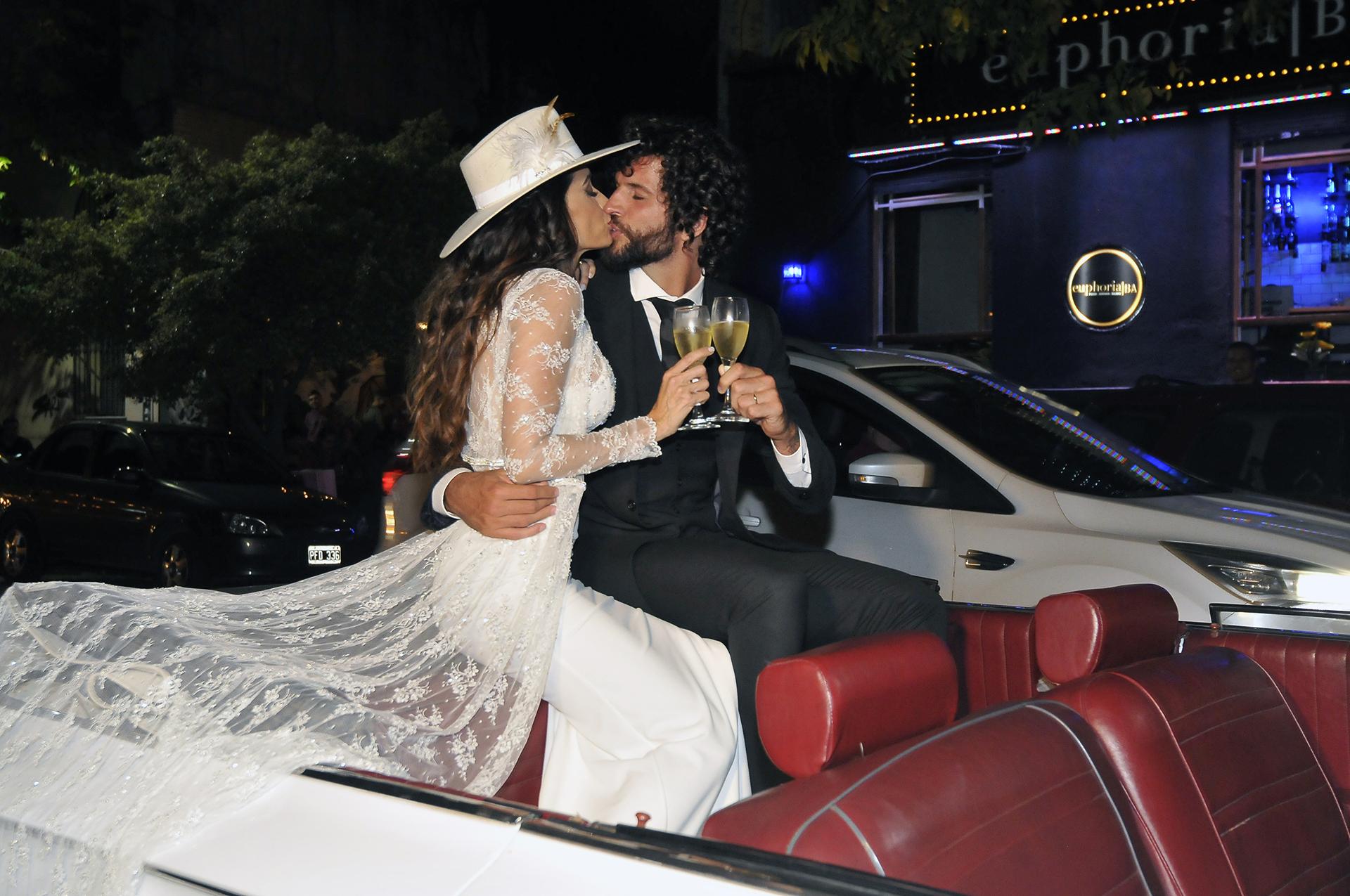 El beso del flamante matrimonio