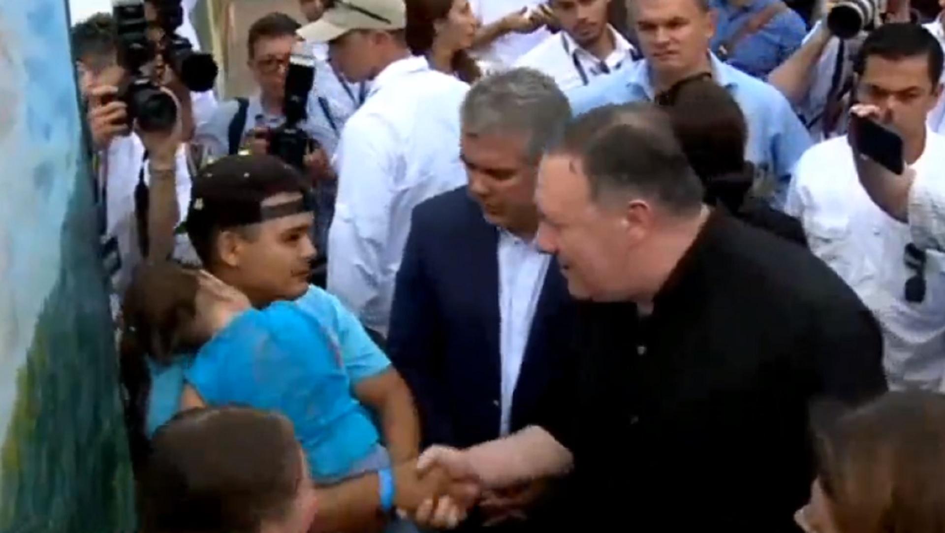 Mike Pompeo e Iván Duque recorren un albergue en Cúcuta