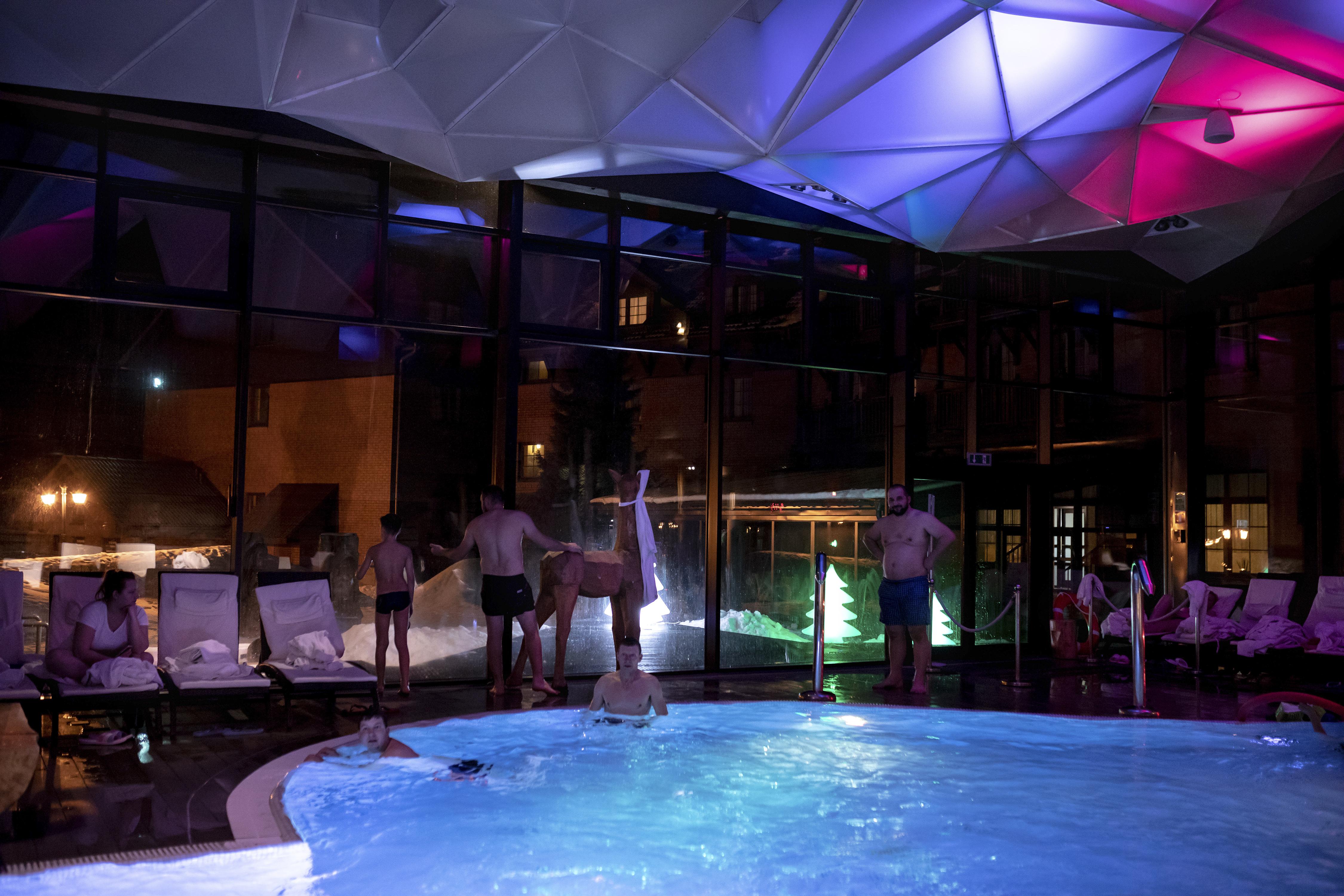 El hotel Zubrowka en Bialowieza es frecuentado por una clientela cosmopolita. (Andrea Mantovani/The New York Times)