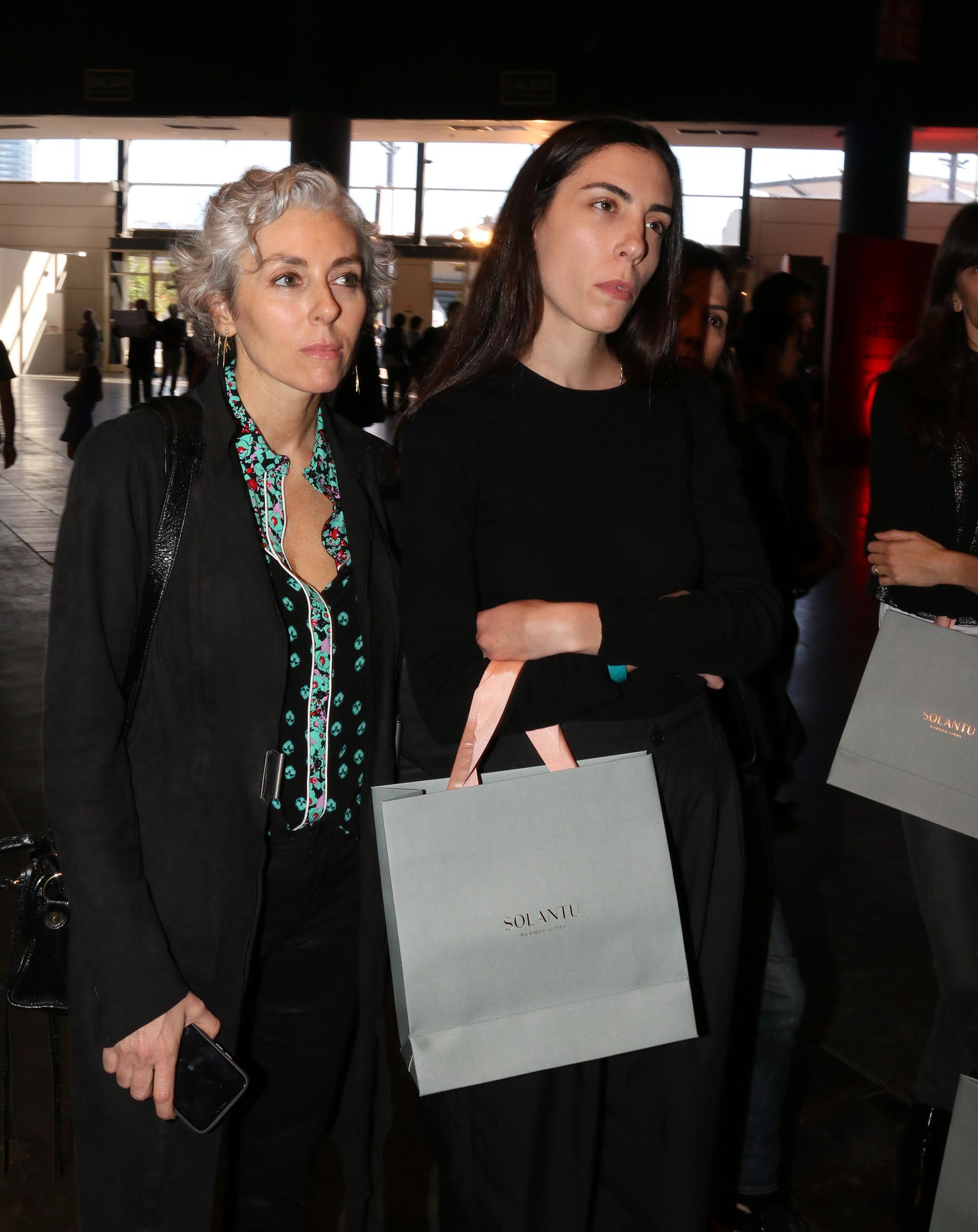 Jackie Parisier y Nadine Awada en la recorrida de Solantu en arteBA
