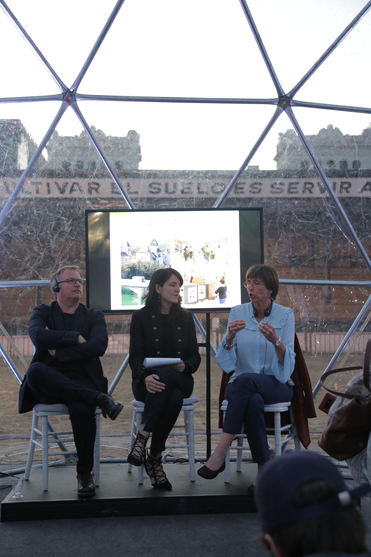 Pascal Neveux y Emmanuelle Hamon en diálogo con Gabriela Urtiaga