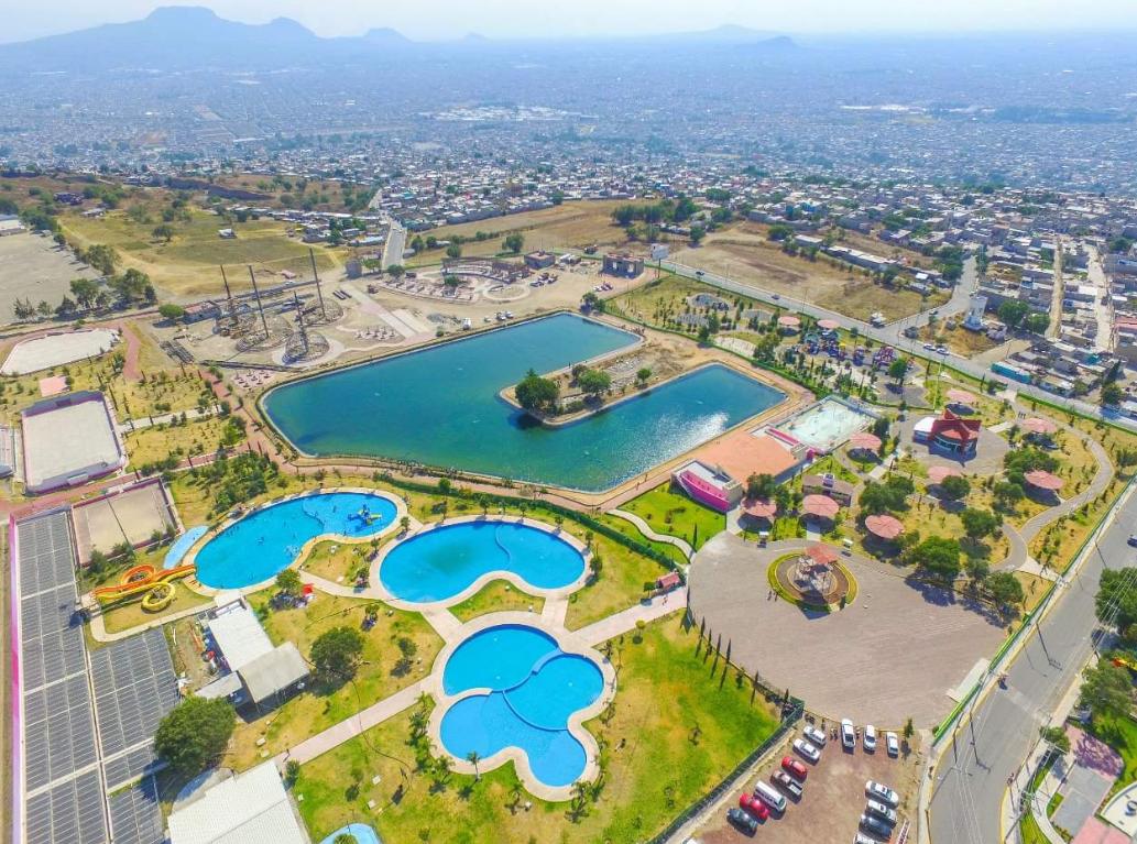 Vista aérea del lago artificial en Chimalhuacán (Foto: @AntorchaChimal)