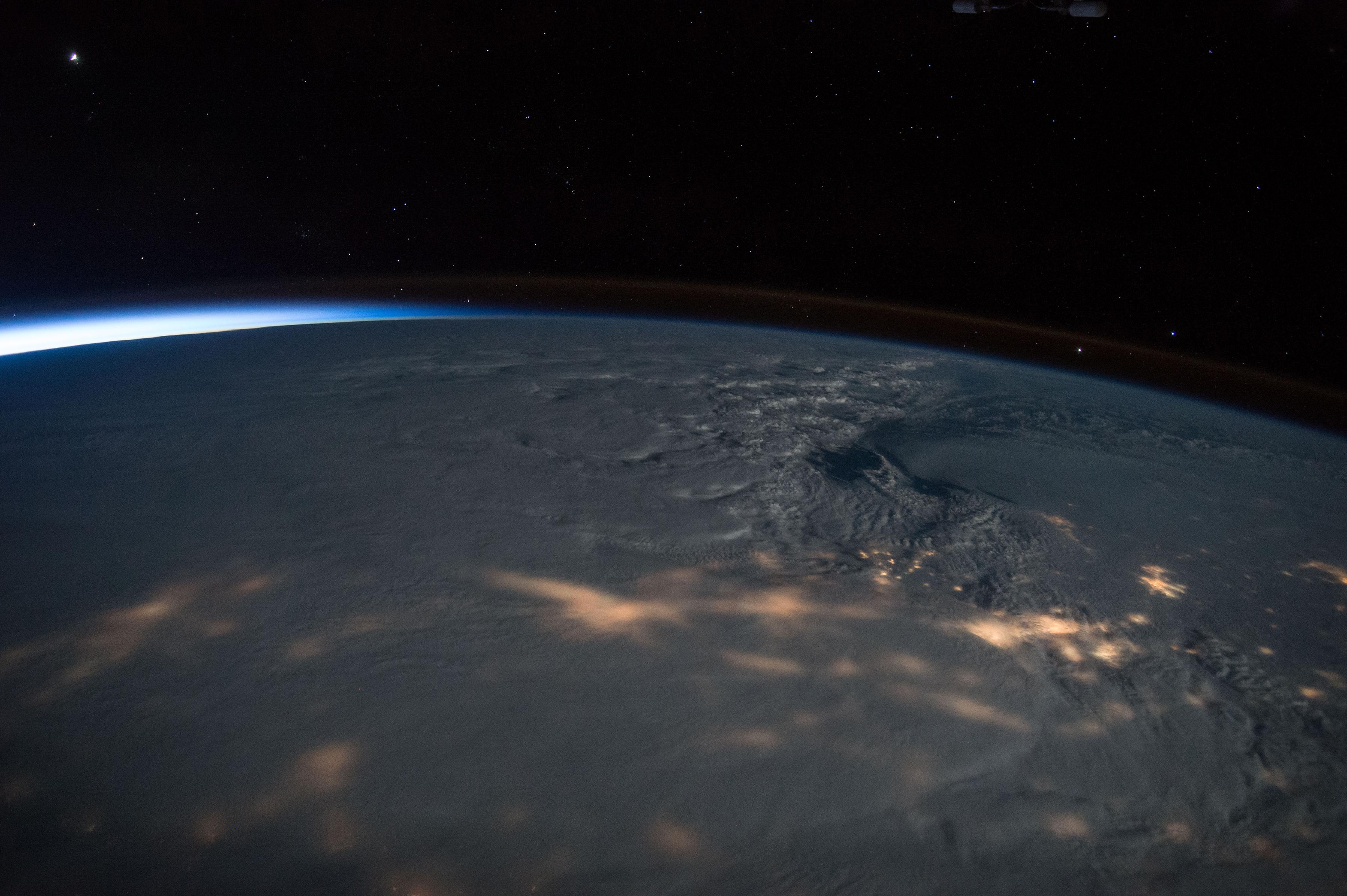 Una tormenta de nieve en la costa este de Estados Unidos (Scott Kelly/NASA via The New York Times)