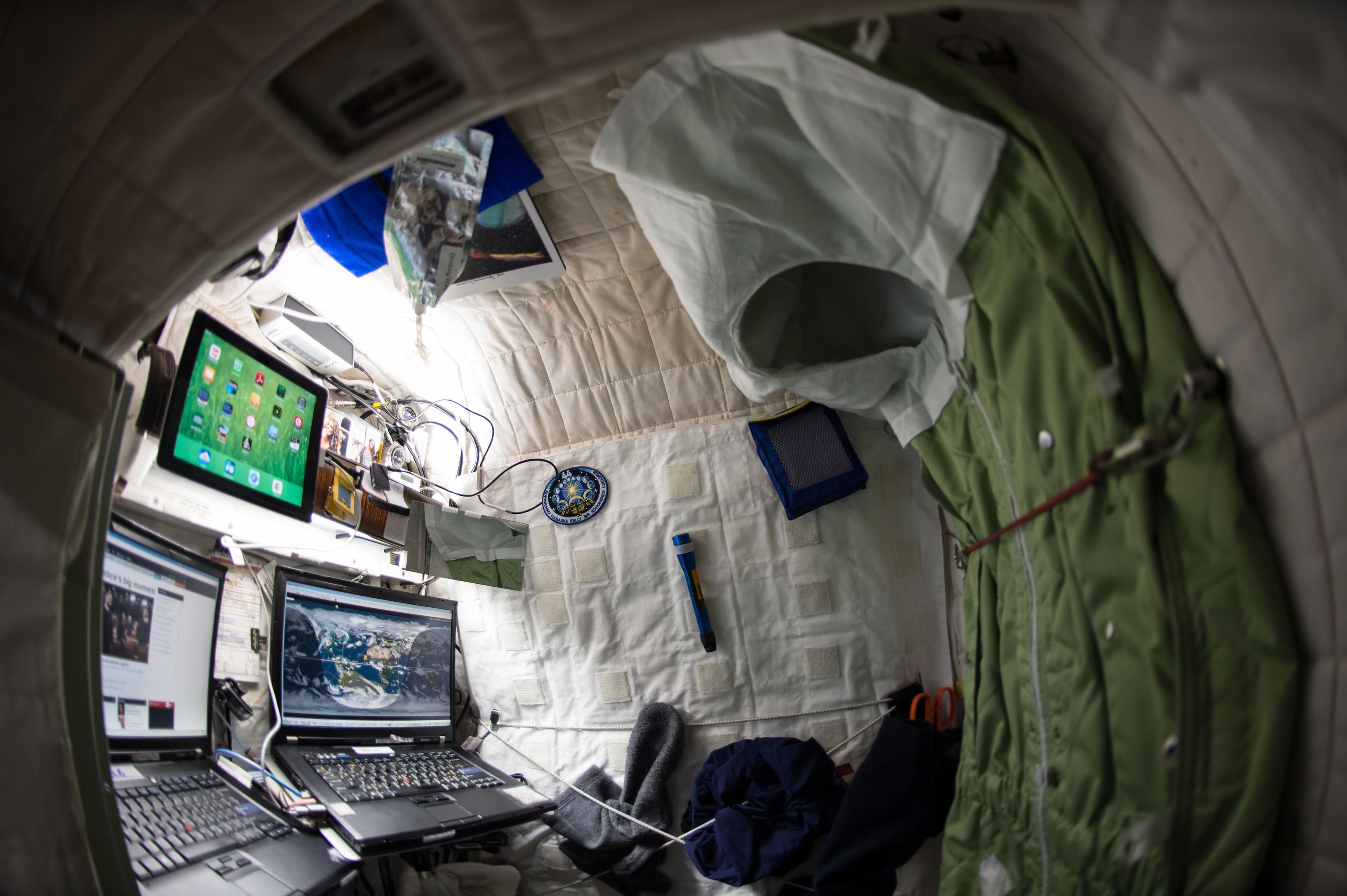 Kelly vio el partido de futbol americano desde el espacio. (Scott Kelly/NASA via The New York Times)