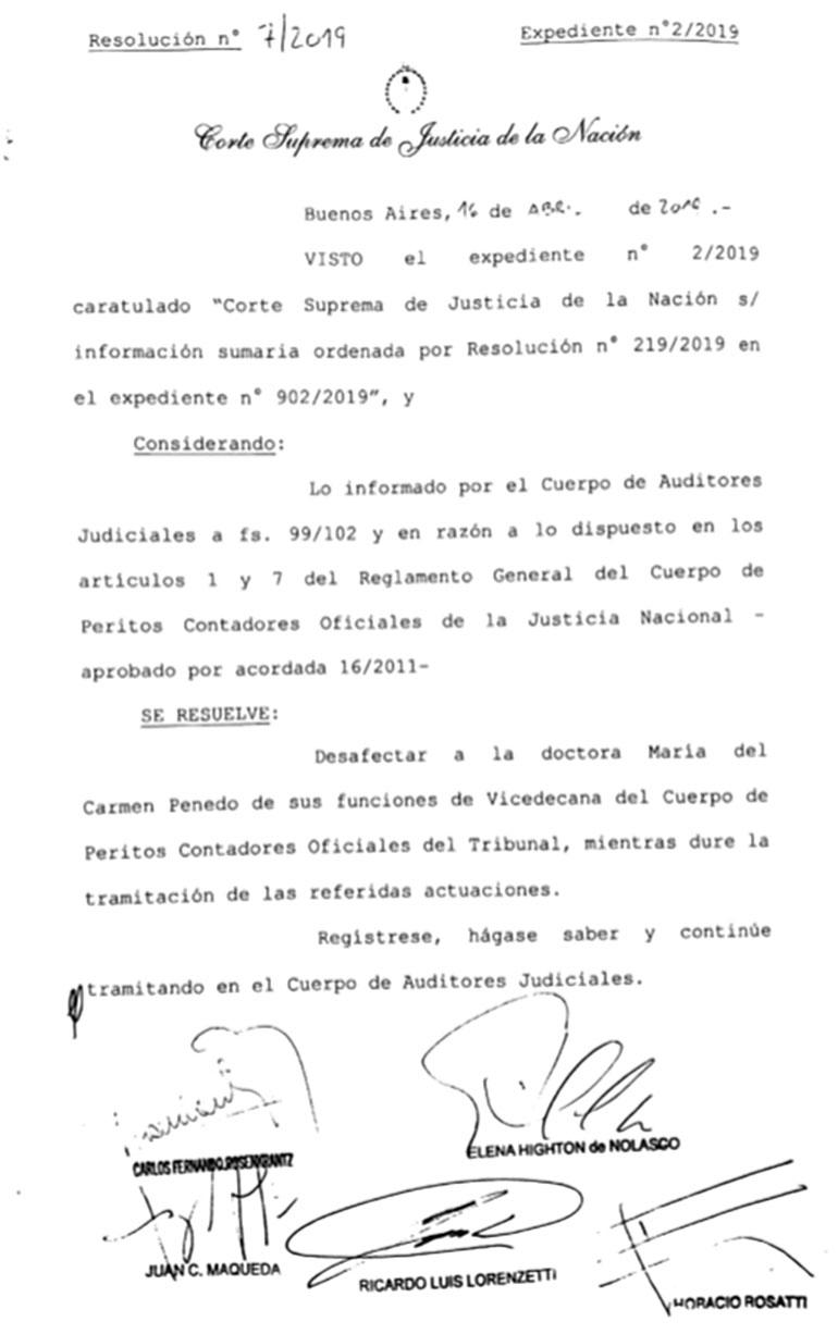Suspension perito Carmen Penedo