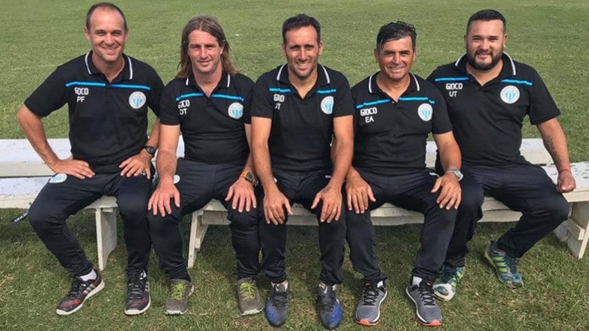 Claudio Vidal y Damián Infante, la dupla técnica de Argentino de Merlo, junto al resto de sus colaboradores